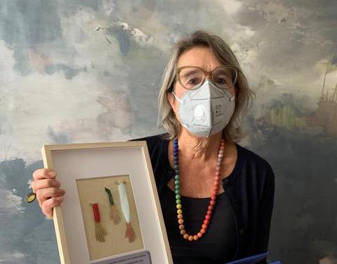 'Eindelijk weer wat positiefs voor de zorg', zegt Liesbeth den Besten. Zorgverleners bedankt met corona-medaille
