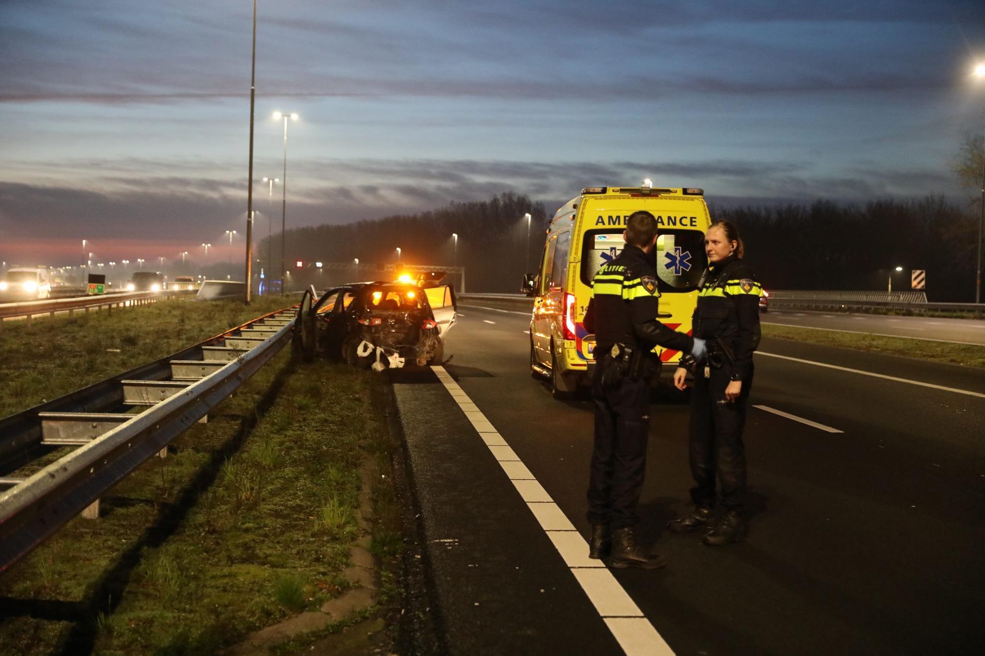 Kop-staartbotsing op A1 bij afrit Baarn: politie onderzoekt de oorzaak