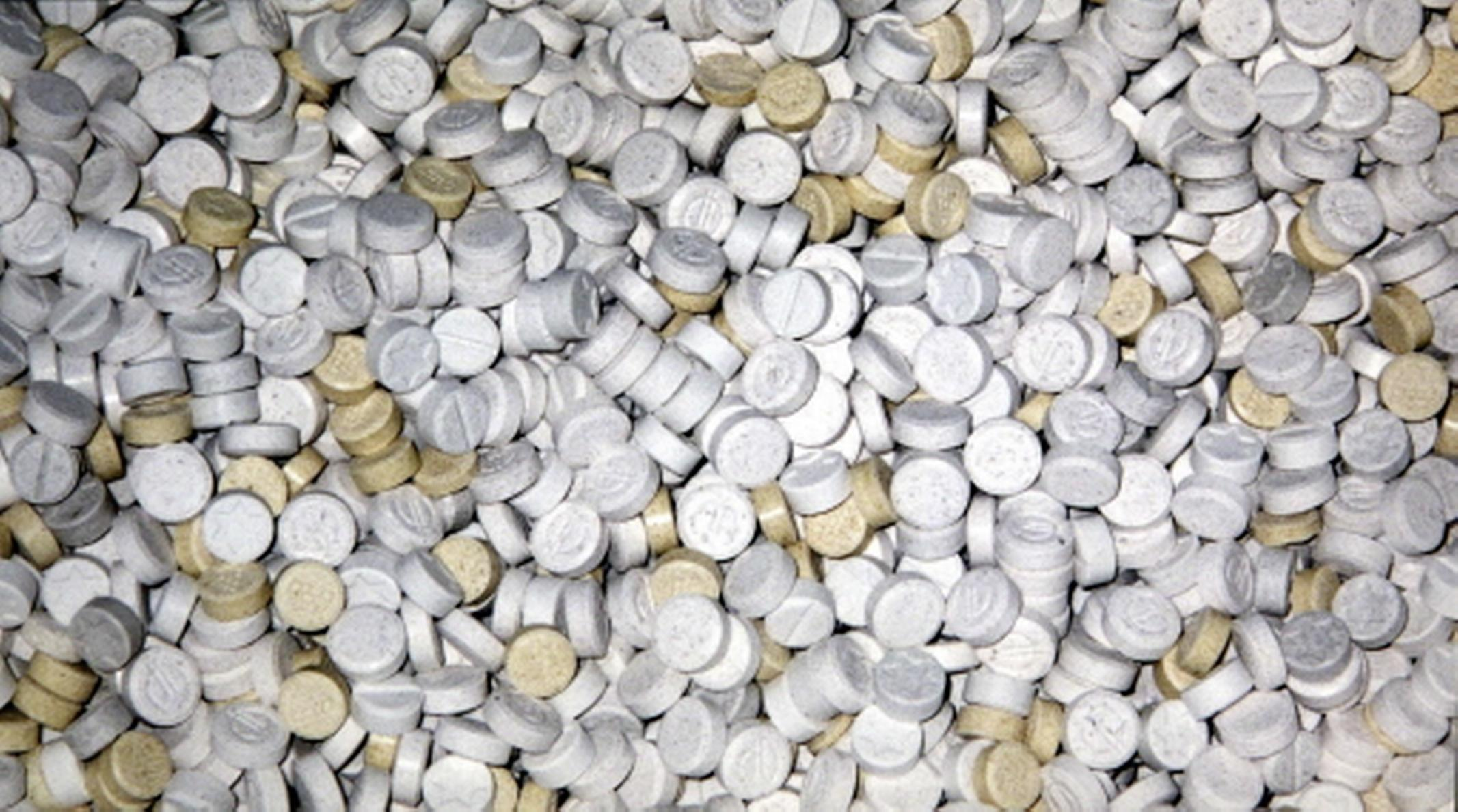 De 87 kilo 'verse' MDMA in zes big shoppers ruiken een uur na aflevering nog naar aceton; Egmondse leverancier (51) hoort zeven jaar gevangenisstraf eisen