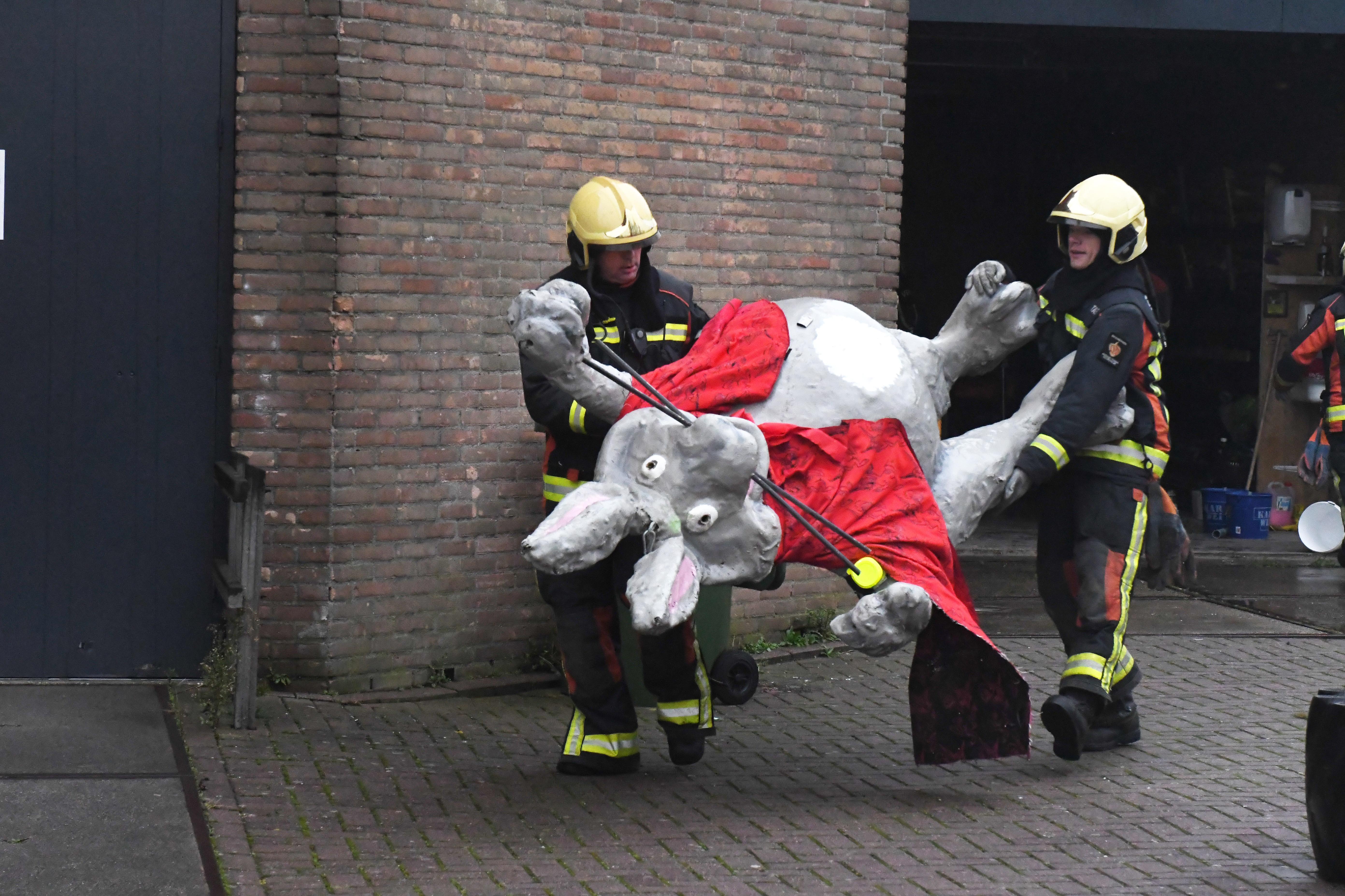 Verwoesting thuishaven De Schelft zorgt voor verslagenheid bij carnavalsvereniging De Kaninefaaten: 'We konden niet meer bij onze spullen komen'