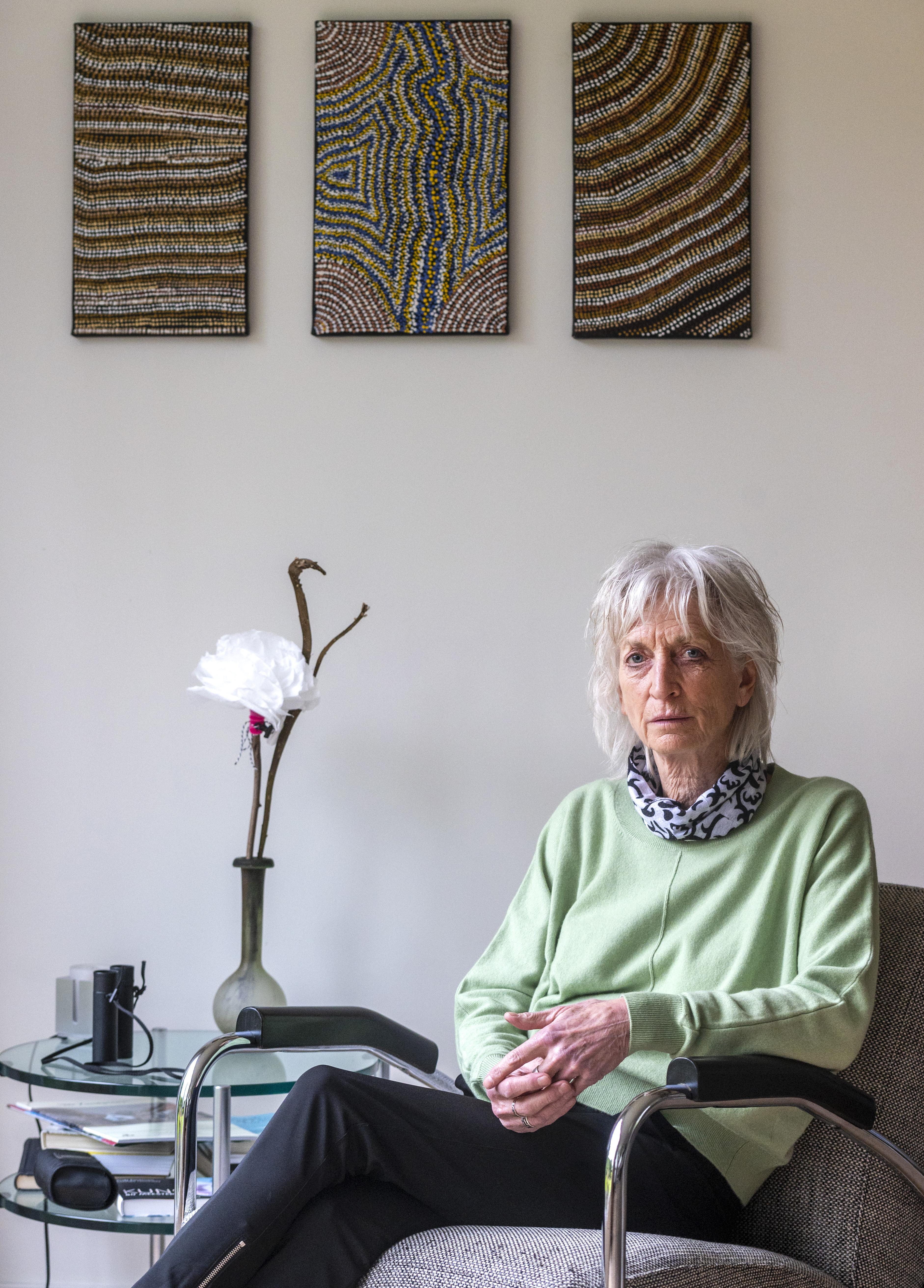 Marij van der Meij (69) uit Santpoort-Zuid debuteert met roman over het verlangen om erbij te horen: 'Ik ben zelf in mijn jeugd lang niet gezien. Dan krijg je te maken met hechtingsproblemen'