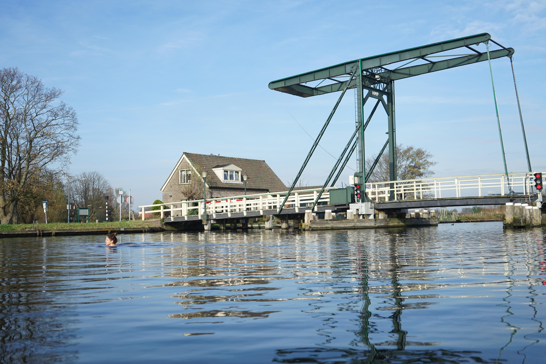 Lezersfoto: toch nog baantjes trekken in de Ringvaart bij Vijfhuizen