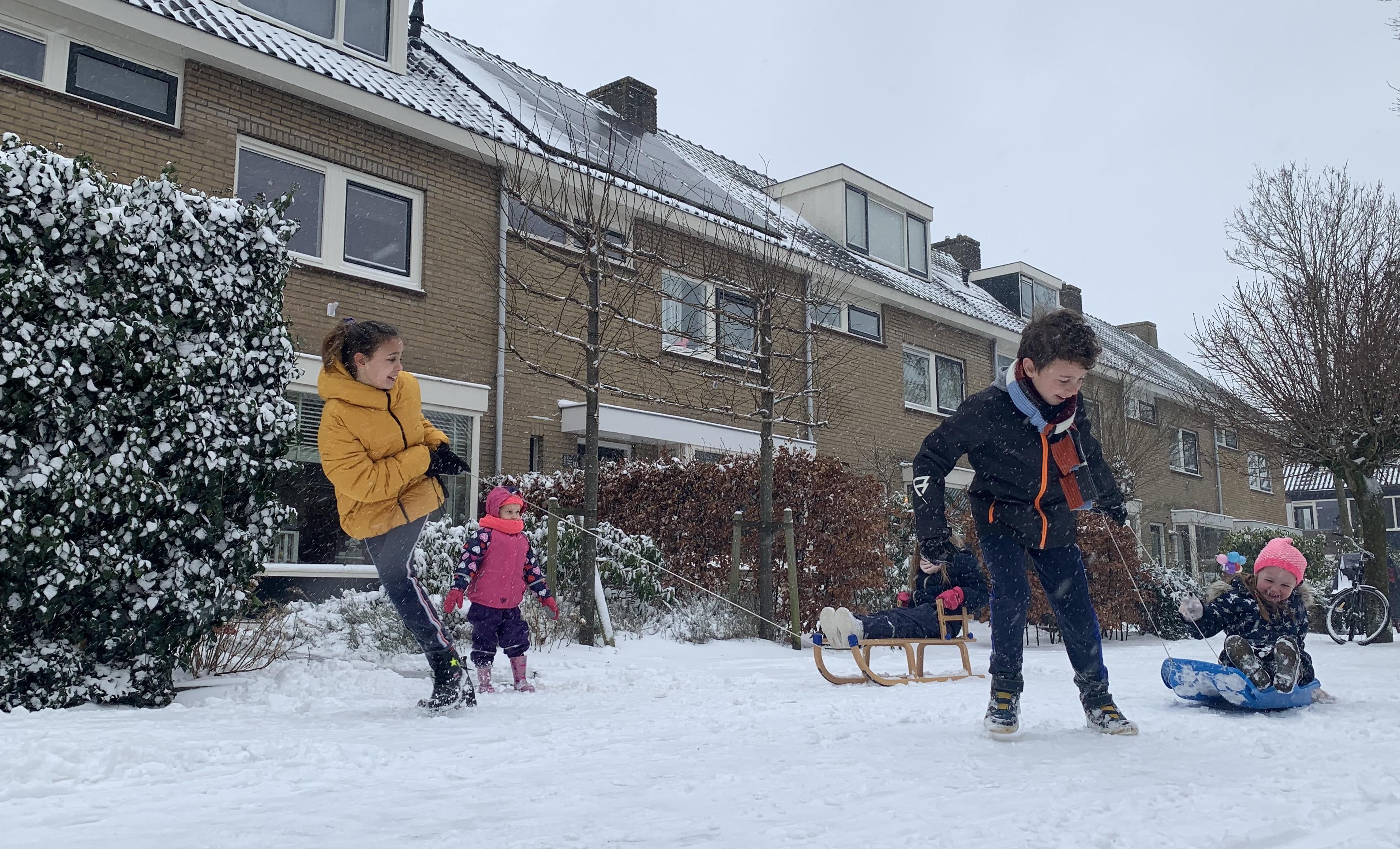 Kinderpret maar ook waarschuwingen door sneeuwdek