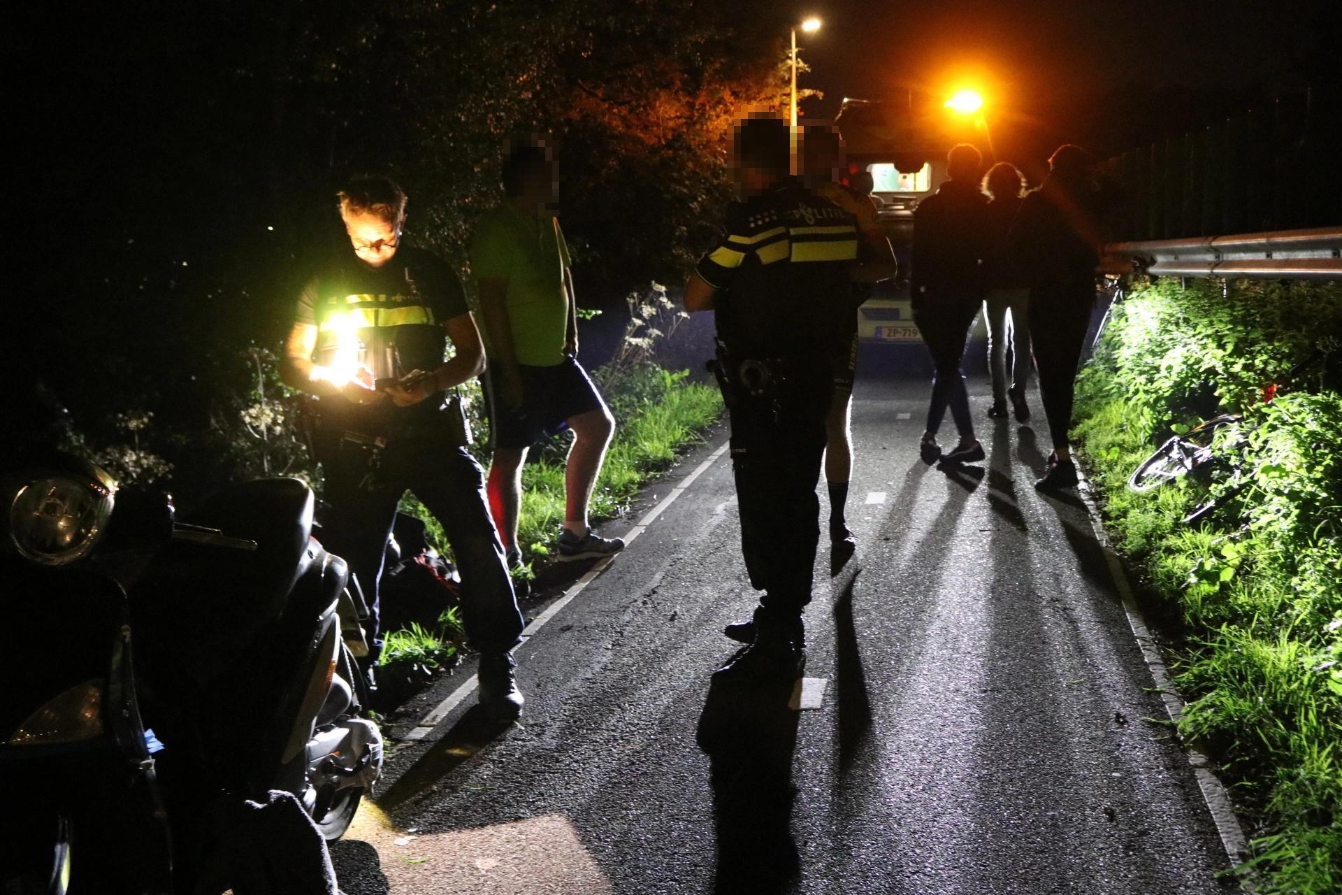 Wielrenner gewond bij frontale botsing met scooterrijder in Sassenheim