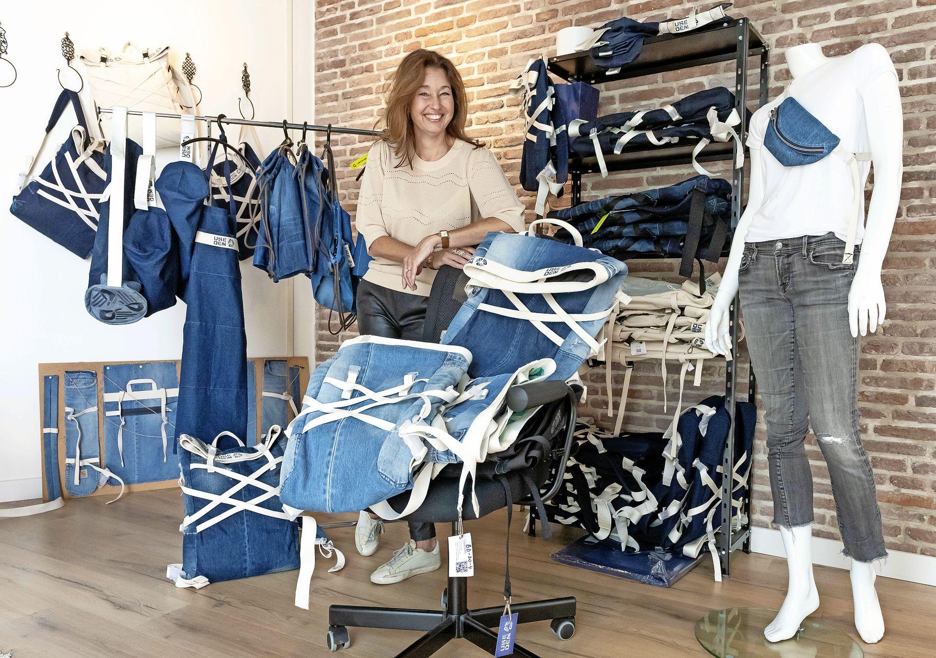 Een rugtas, laptophoes of keukenschort van een afgekeurde spijkerbroek: Volendamse Dorine Veerman met UseDem voorgedragen voor Noord-Hollandse ondernemersprijs