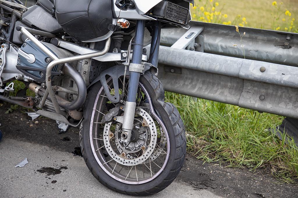 Motorrijder gewond na ongeluk op het Rottepolderplein in Haarlemmerliede