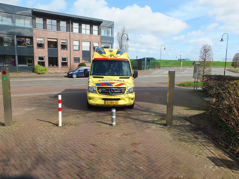 Ambulance niet voorbij paal Bonifaciuskerk Medemblik