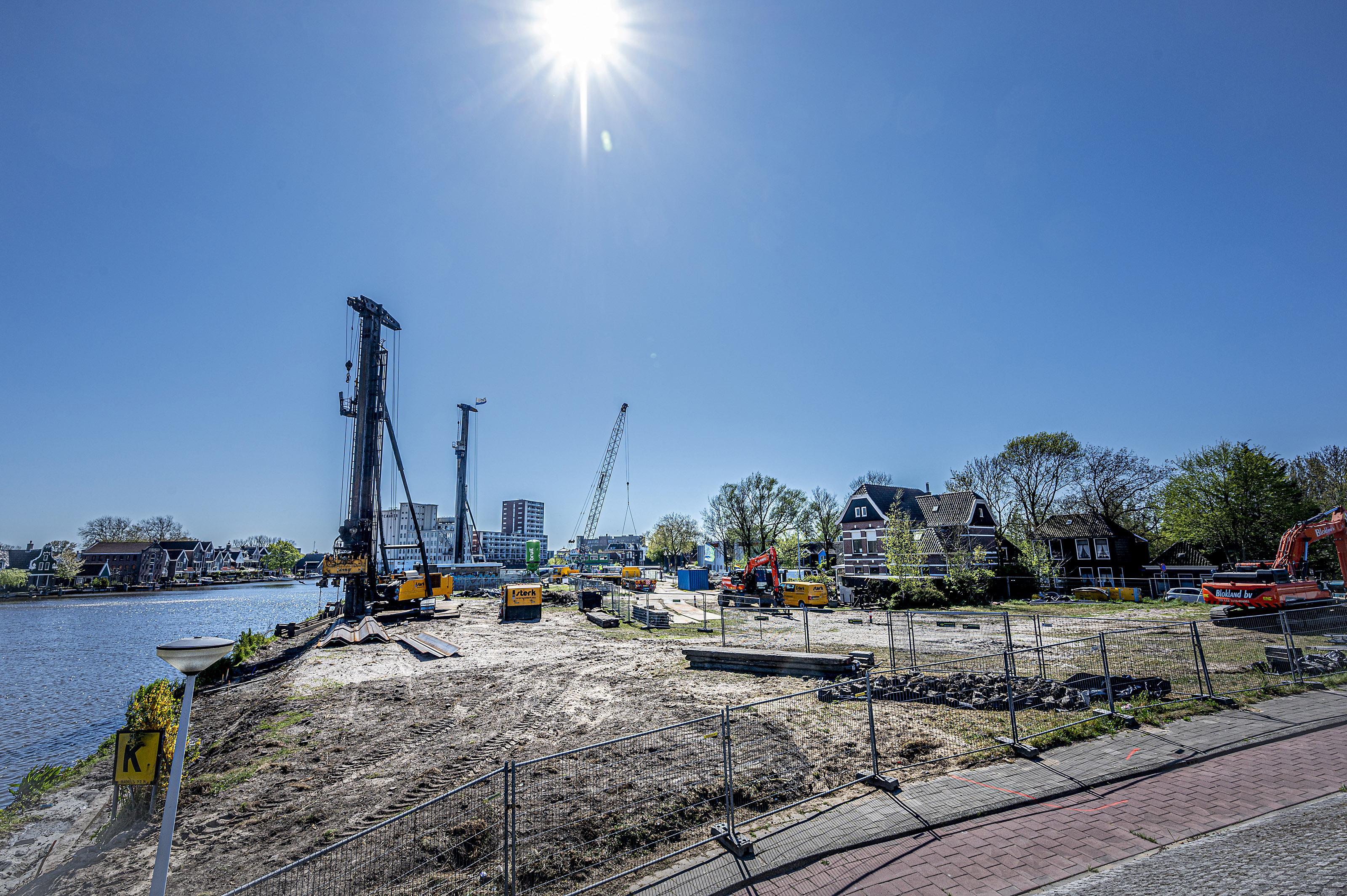 Bouw plan De Industrieel in Zaandam van start onder voorjaarszonnetje, meer nieuwbouwwerken komen 'los'