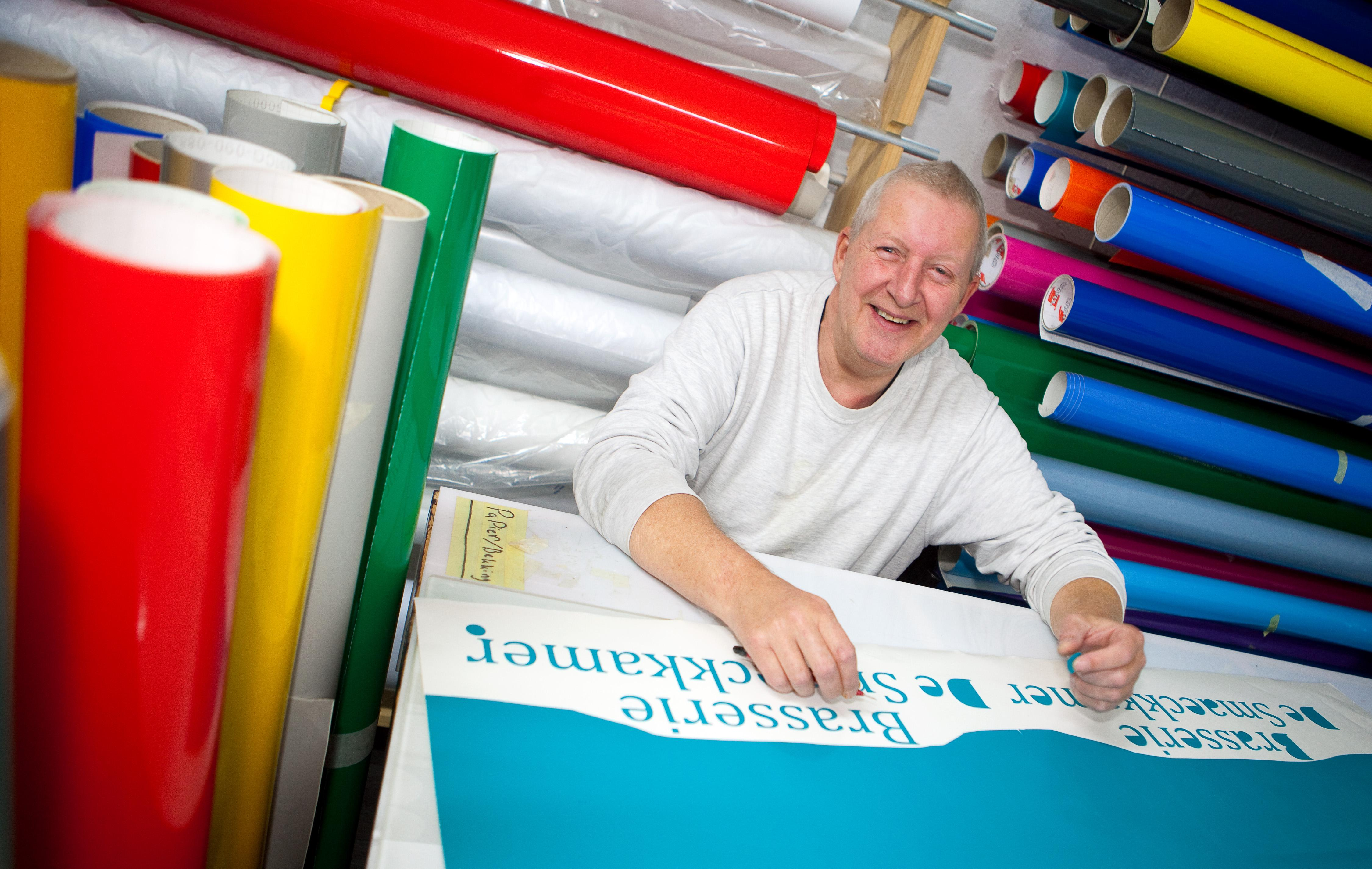 Dave de Graaf van Beverwijks SetDSign Reclame: 'Reclameborden maken, dat is pellen en plakken'