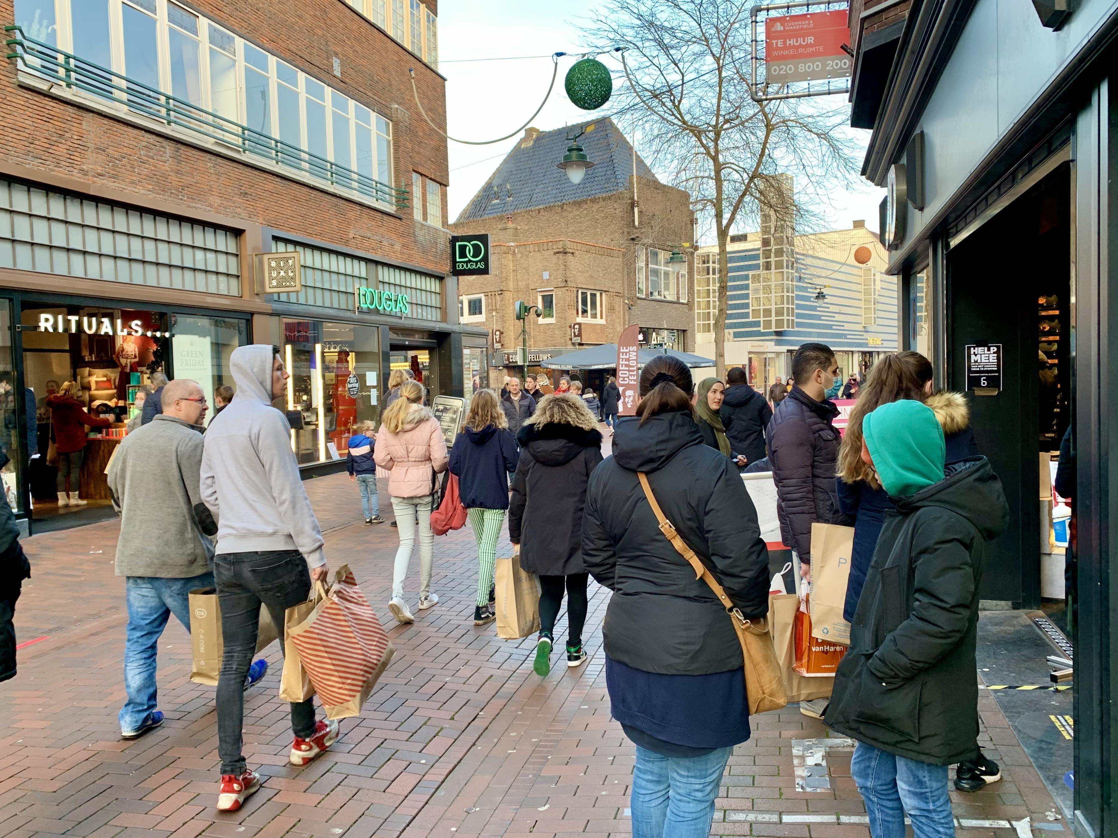 In het centrum van Hilversum gingen zaterdag even de drukte-alarmen af: code rood in de Kerkstraat
