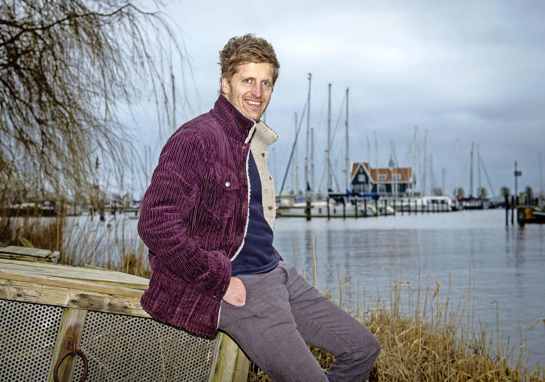 'Eigenlijk was het niet de bedoeling dat ik zou winnen'; Dichter des Waterlands Evert Smit wil vooral jongeren taalbewuster maken