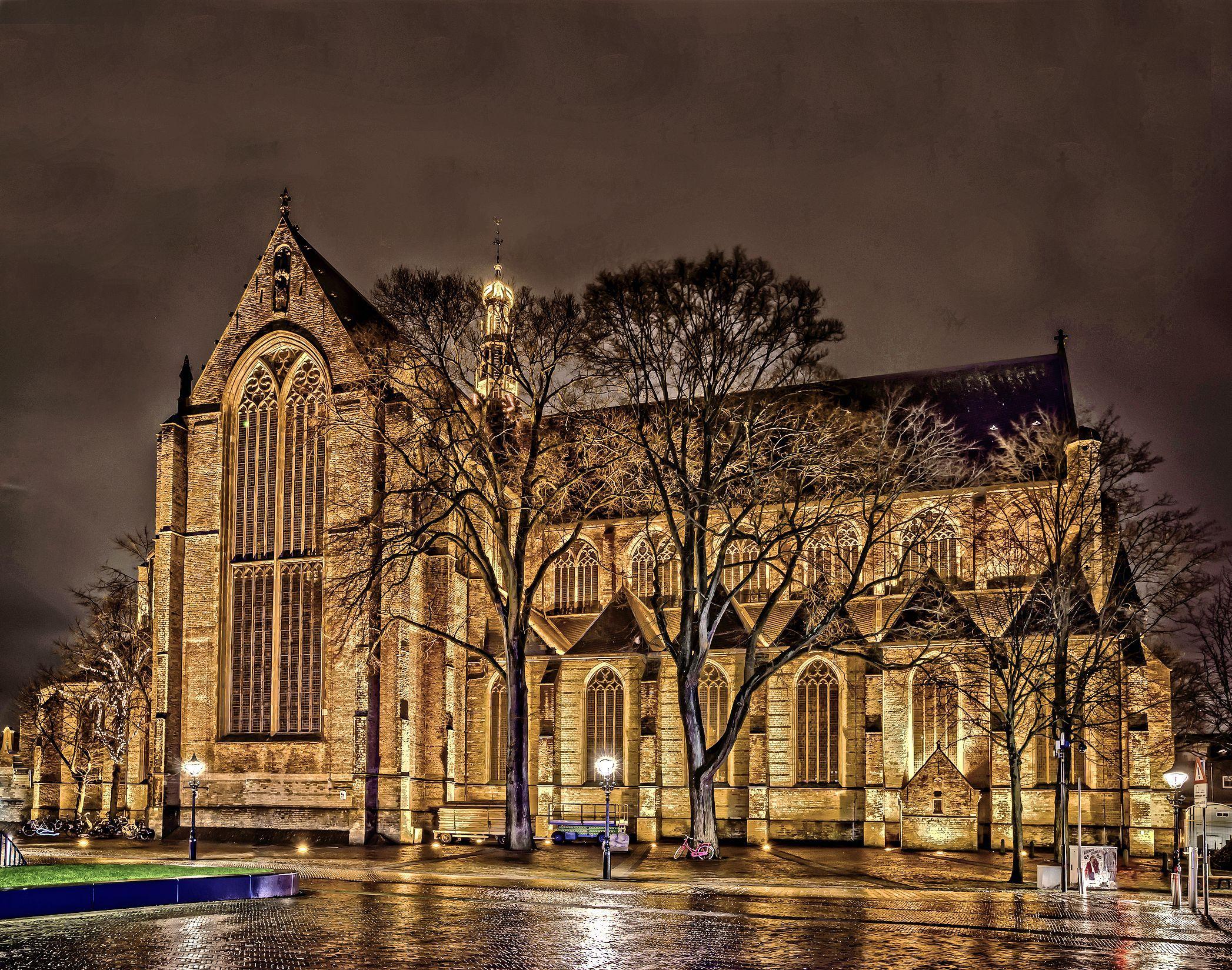 Grote Kerk mag even experimenteel open, maar het publiek blijft weg. De echte liefhebber geniet. 'Het voelt meer dan anders als een uitje'