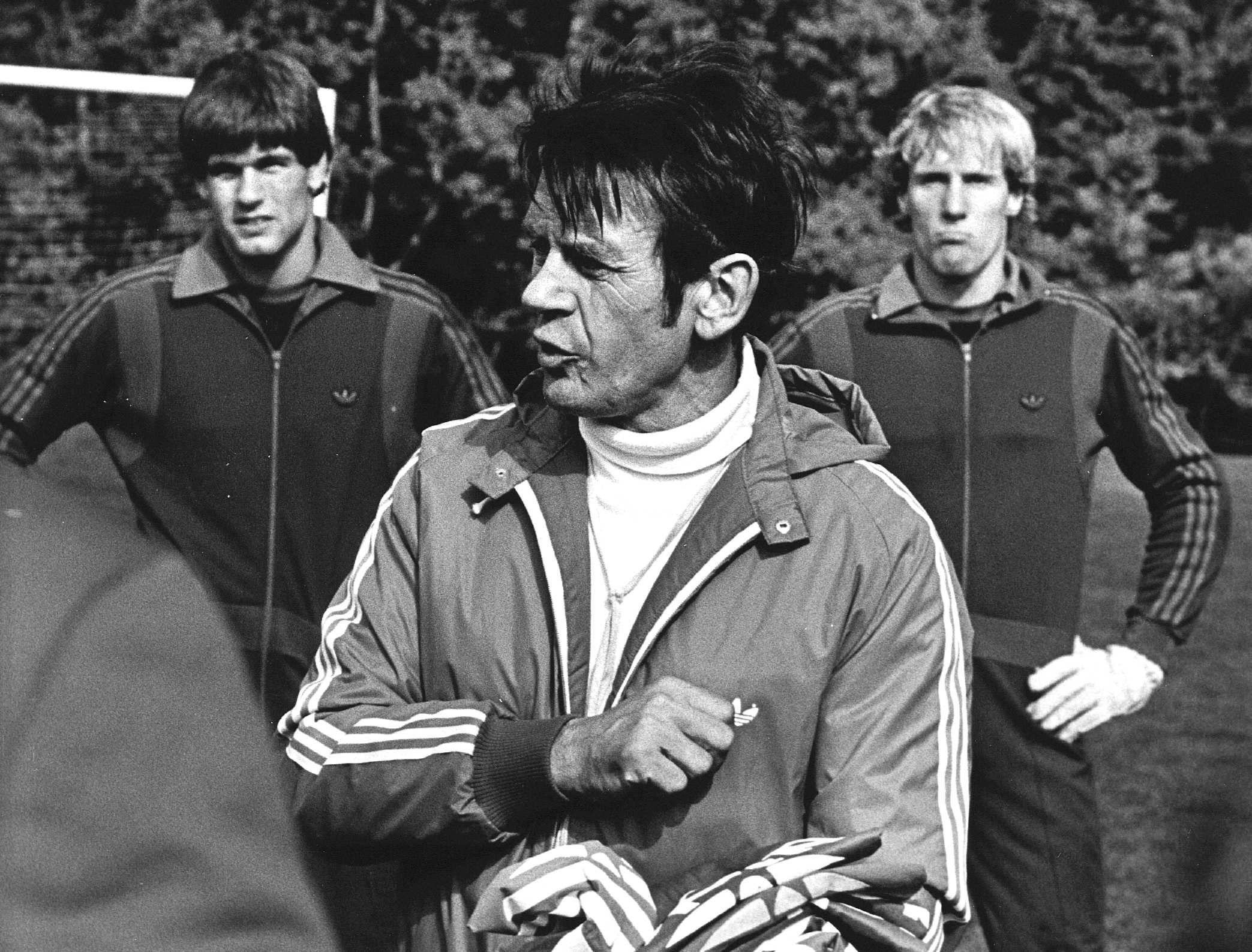 Vandaag in 1981: Kapitein Zwartkruis trekt zijn conclusies na debacle in Uruguay en stapt op als bondscoach [video]