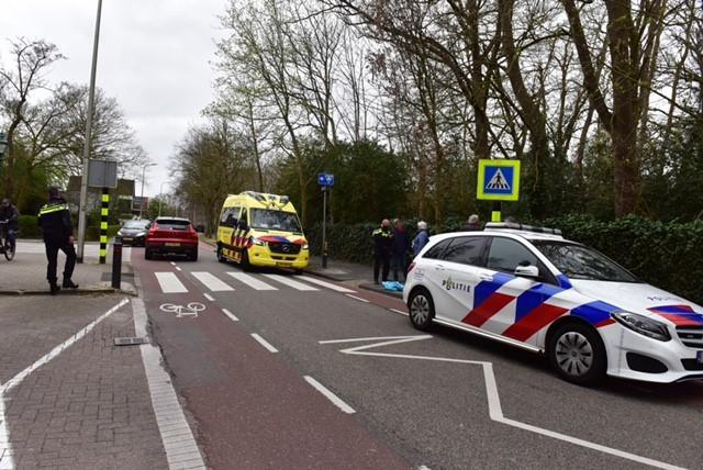 Vrouw gewond bij aanrijding in Warmond, automobilist rijdt door
