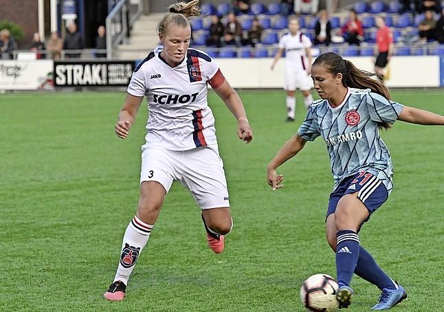 Anna Ursem van VV Alkmaar houdt liever doelpunten tegen: 'Een bal van de lijn afhalen of een tackle precies op tijd inzetten, zijn de mooiste dingen die je kan hebben in een wedstrijd'