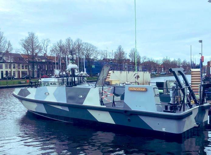 Een eerste glimp van het nieuwe onderzoeksschip van de marine in de haven van Den Helder, de zestien meter lange Hydrograaf