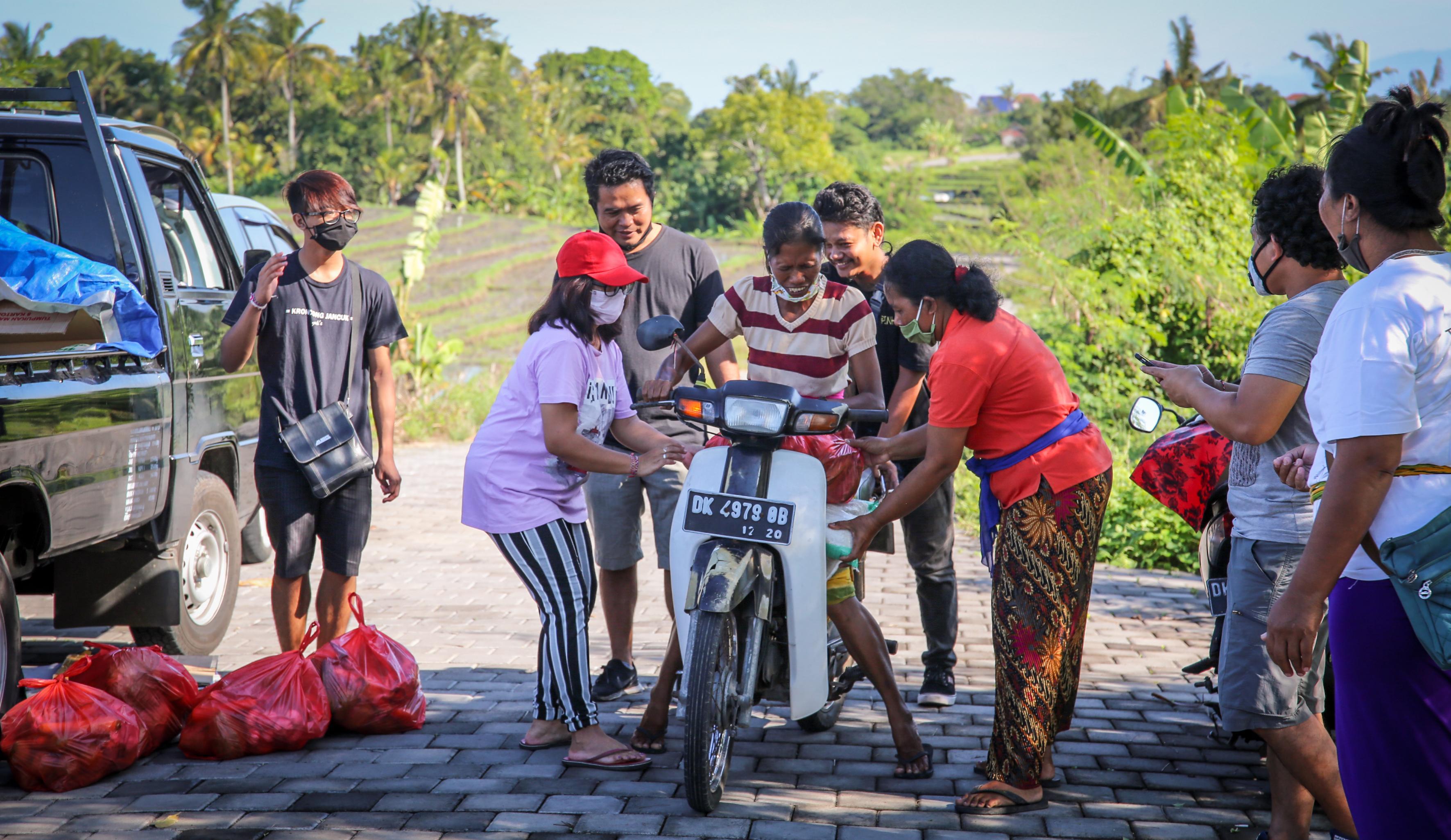 Haarlemse fotografe zet zich tijdens coronapandemie in voor lokale bevolking van Bali: 'De mensen barstten in huilen uit toen we het eten kwamen brengen'