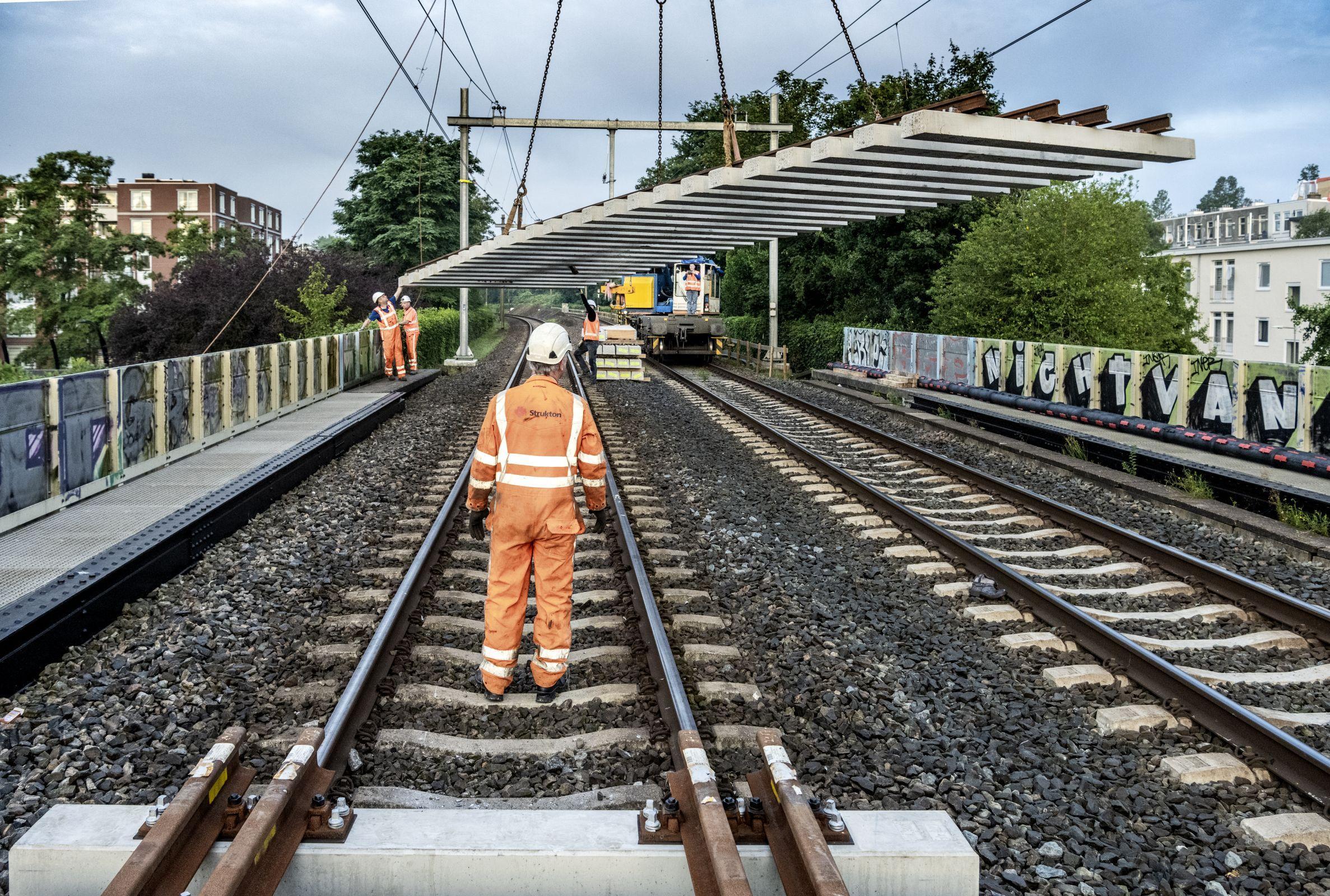 Grote klus aan het spoor afgerond: weer treinen tussen Amsterdam Centraal en Bijlmer Arena