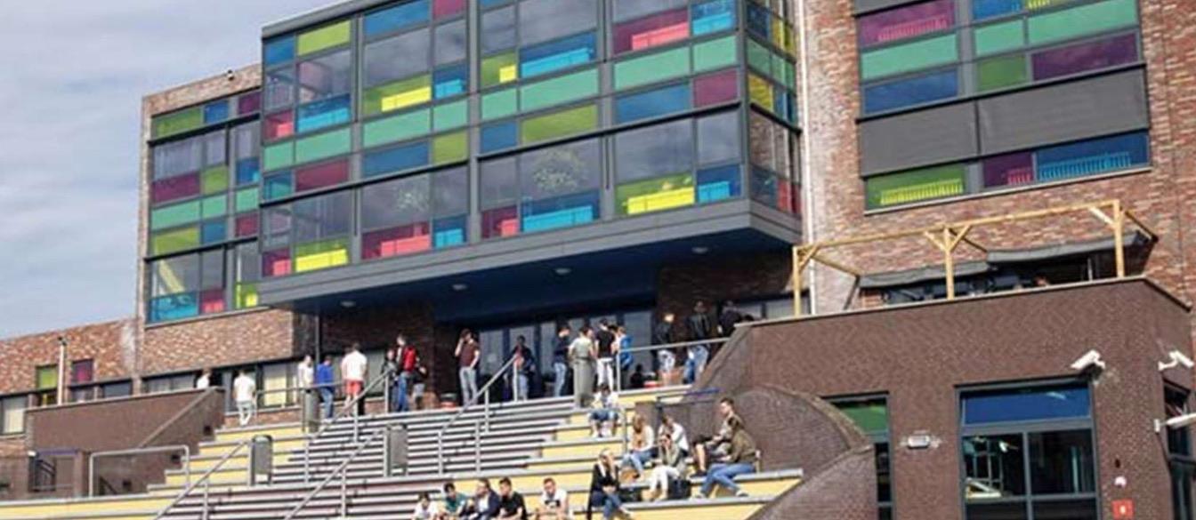 Nova College Hoofddorp: negen docenten en vier studenten besmet. Eén ziekenhuisopname