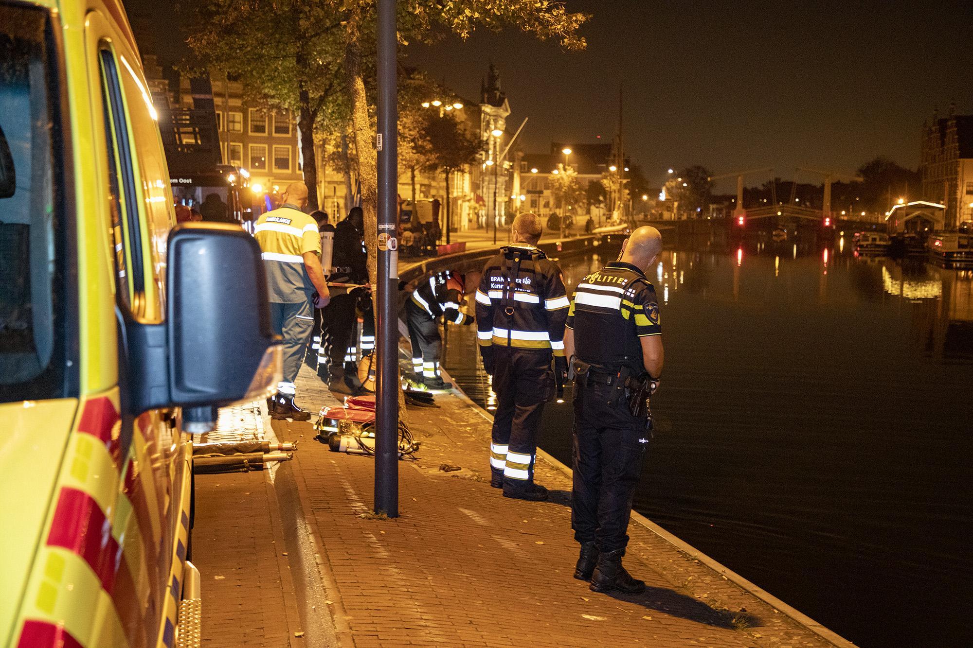 Grote zoekactie in Spaarne Haarlem naar mogelijk te water geraakt persoon