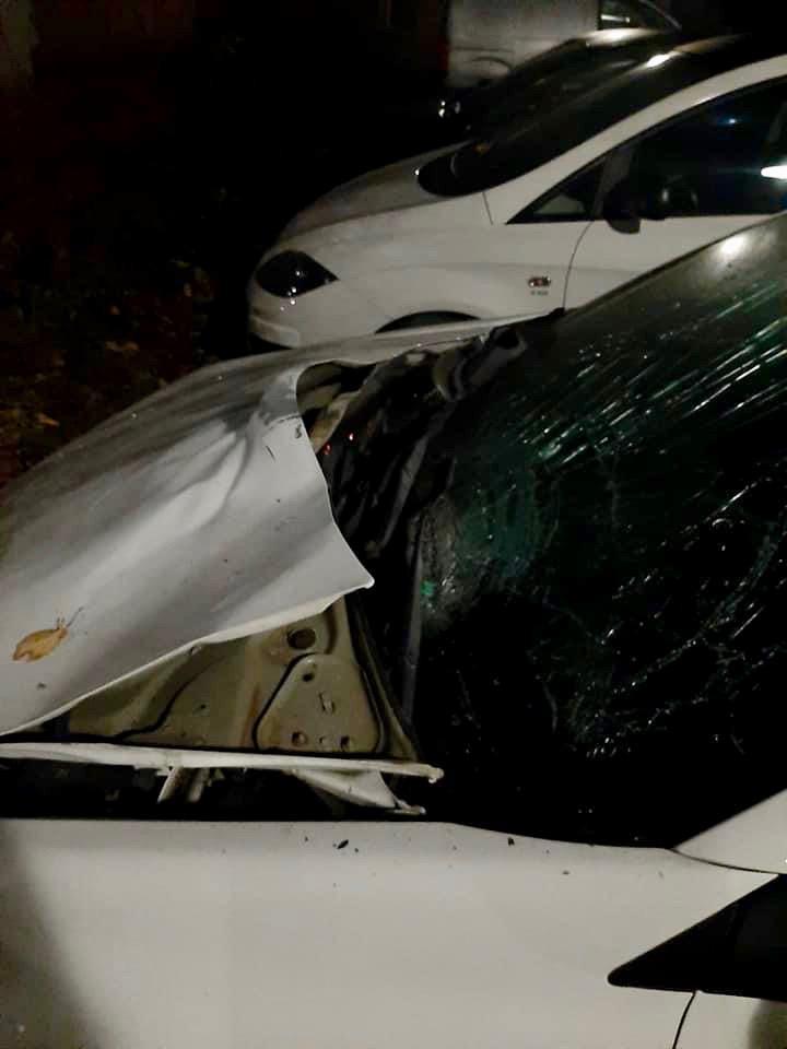 'Buurman, je auto is ontploft!', zwaar stuk vuurwerk vernielt Marcels geparkeerde stationwagen [video]