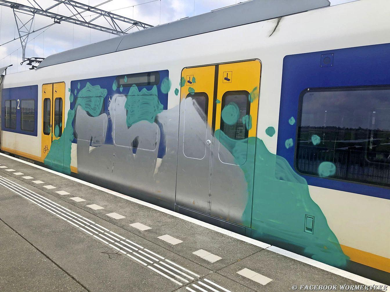 Opnieuw trein bij Wormerveer vol met graffiti, na het opheffen van de avondklok