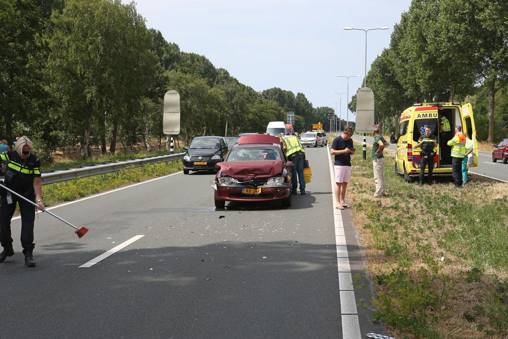Gewonde bij botsing tussen drie auto's in Cruquius