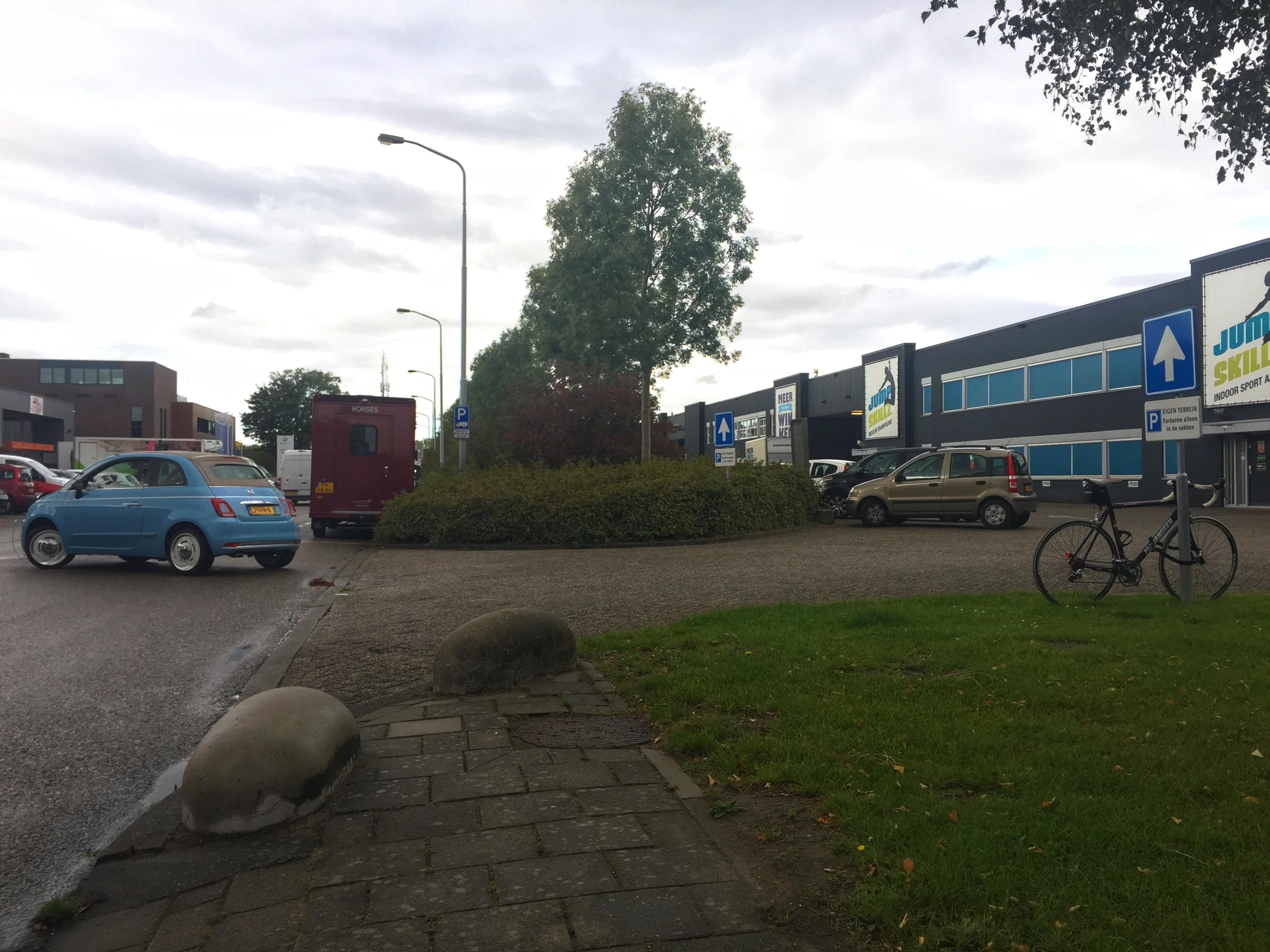 Ondernemers Hoofddorp-Noord willen actie: 'Voetpaden zijn er meestal niet of ze zijn slecht'