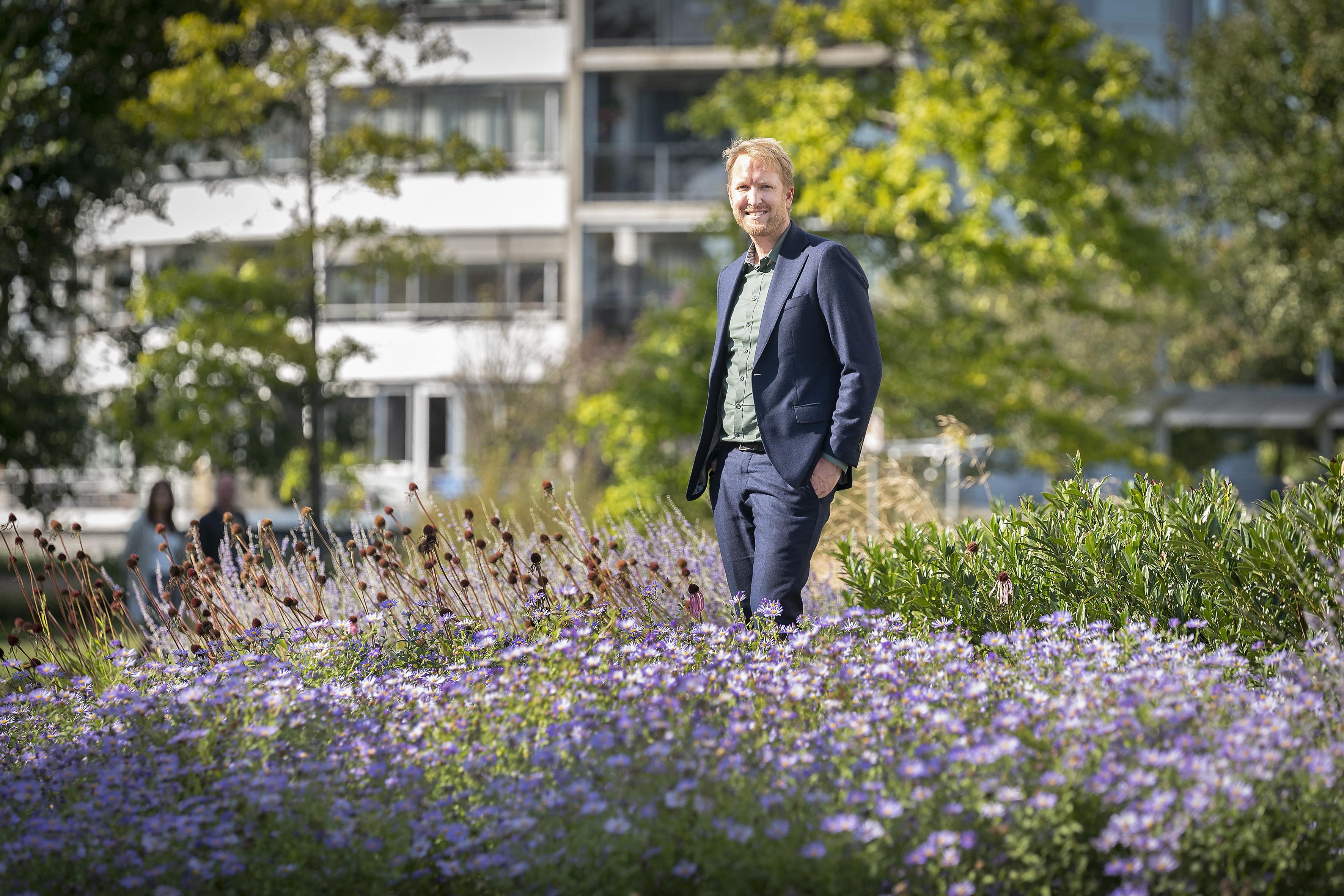 Proef met dronkemansmaaien in Velsen voor de bijtjes en de vlinders