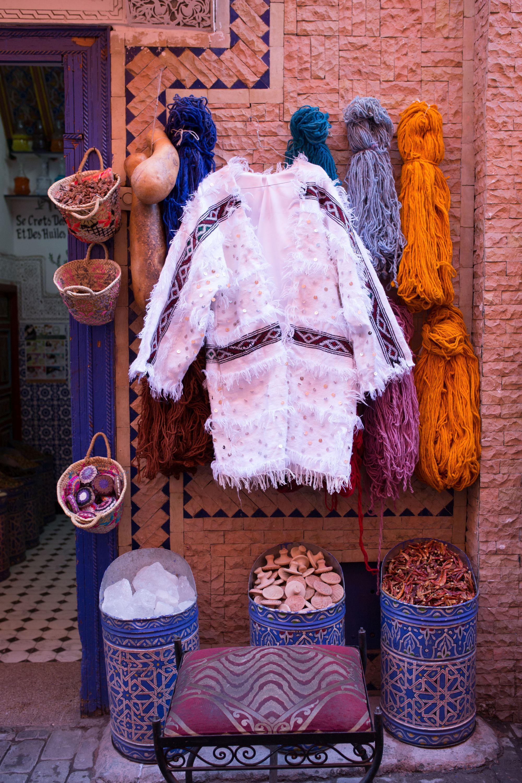 Zaandamse ontwerpster Youssra Benaya eert met kledingmerk haar Marokkaanse voorouders