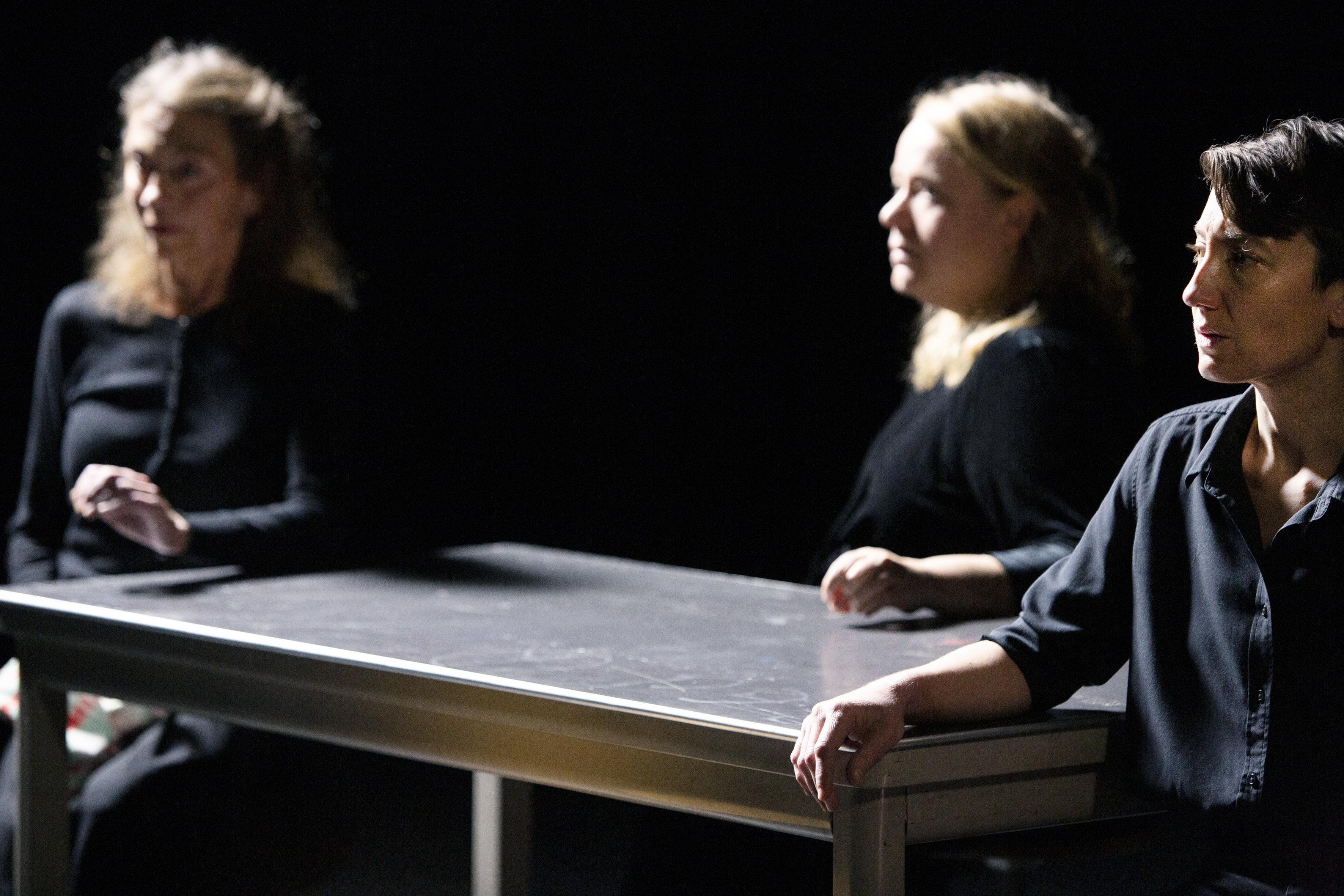In de voorstelling Safe Space van Abke Haring is smartelijk kijken tot kunst verheven | recensie