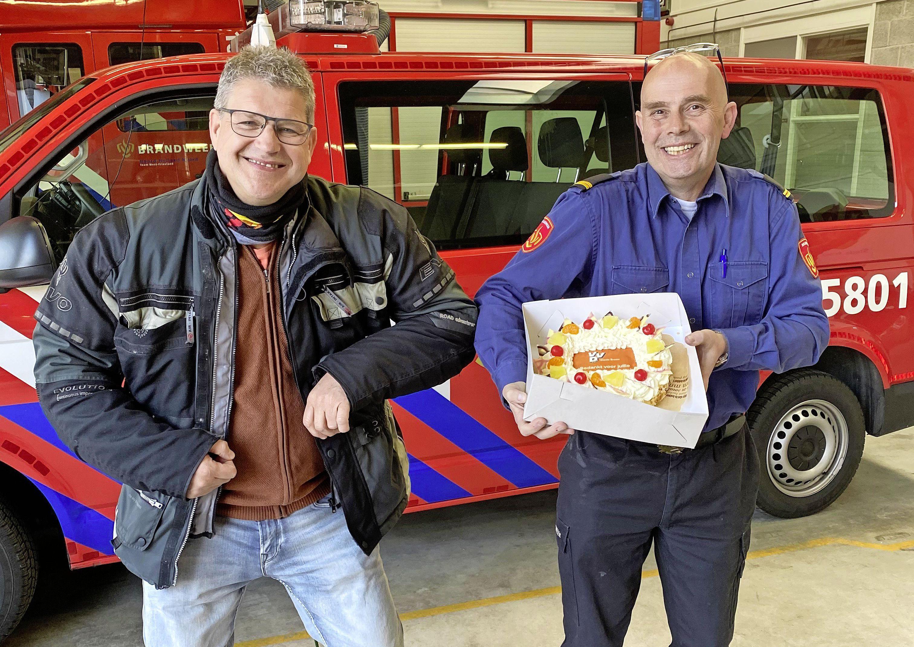 Liberale taart voor door brand getroffen molen Ceres en reparatiebedrijf Kooy, maar dan natuurlijk óók voor de brandweer