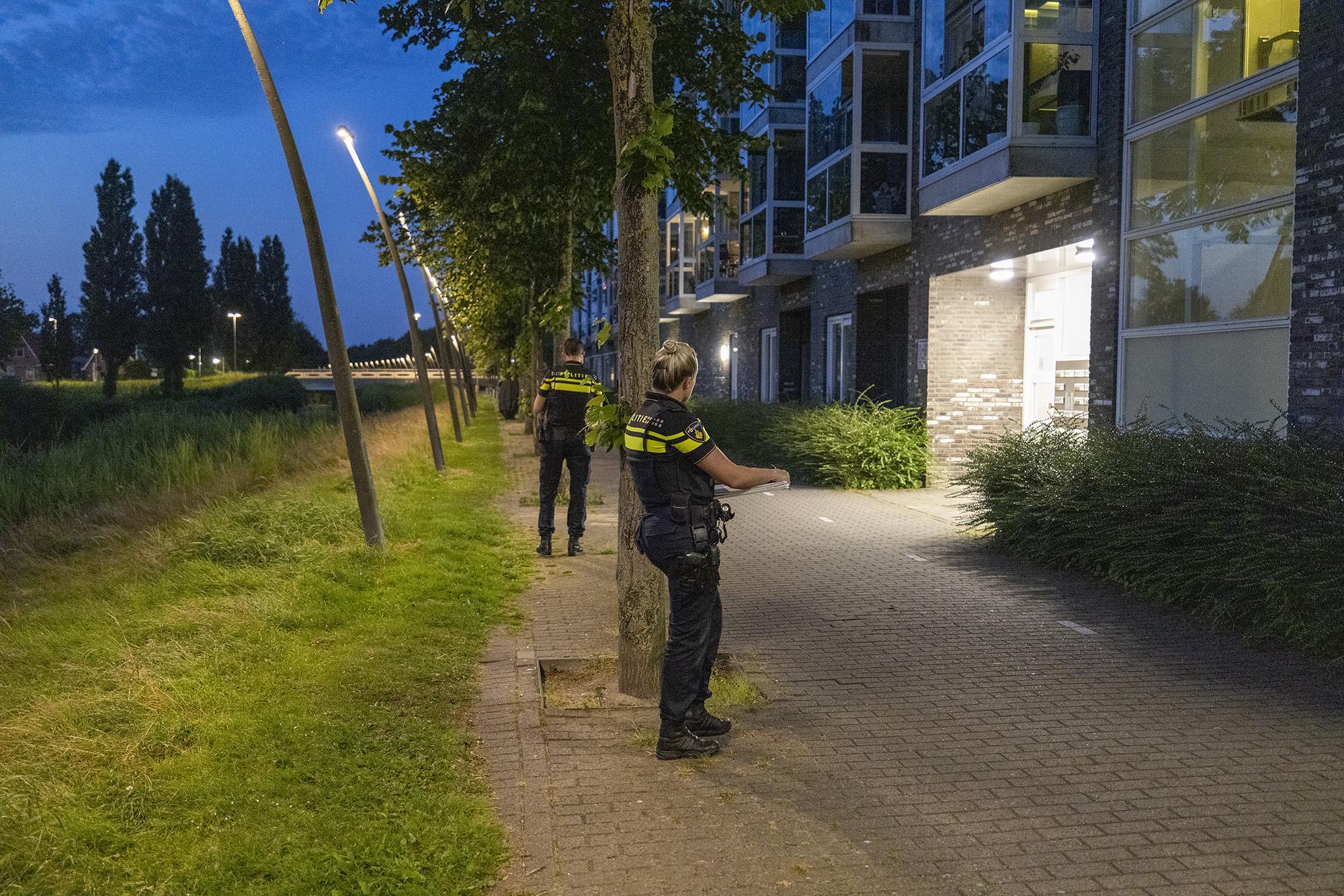 Woningoverval in Nieuw-Vennep, politiehelikopter ingezet bij zoektocht naar verdachten