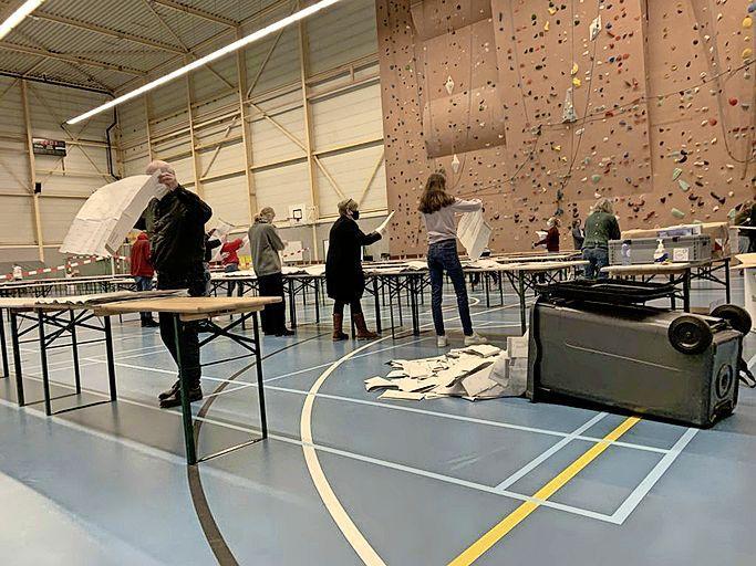 Stemmentellers onvindbaar voor geïnteresseerde Haarlemmer: Gemeente vergeet bekend te maken waar geteld wordt
