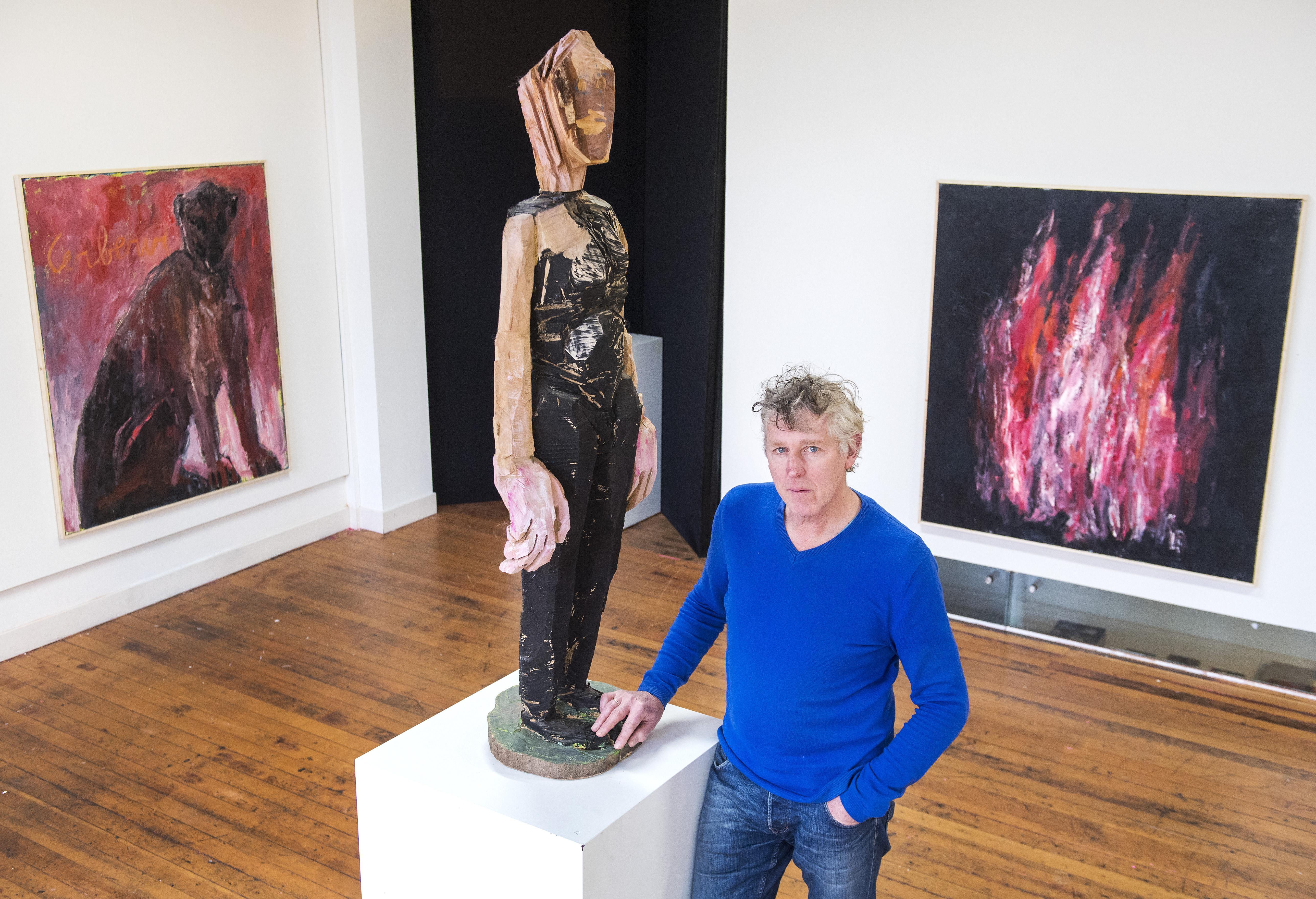 Kunstenaar Arthur Kempenaar plaatst godinnen op drijfzand; expositie in 37PK Haarlem