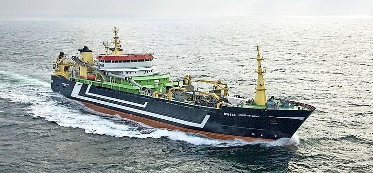 Corona-uitbraak op vissersschip in haven IJmuiden. Helft bemanning positief getest