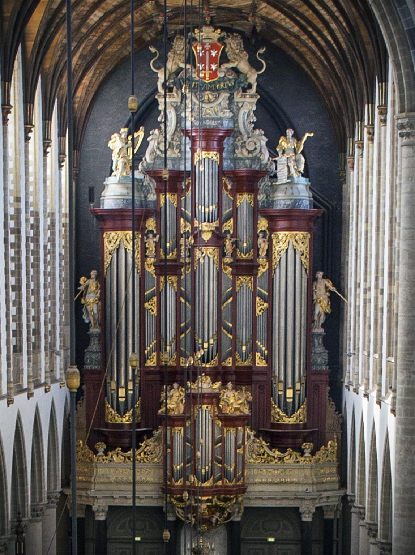 Historisch Müller-orgel in Haarlemse Bavo geteisterd door vleermuizen en kevers: restauratie kost ruim drie ton