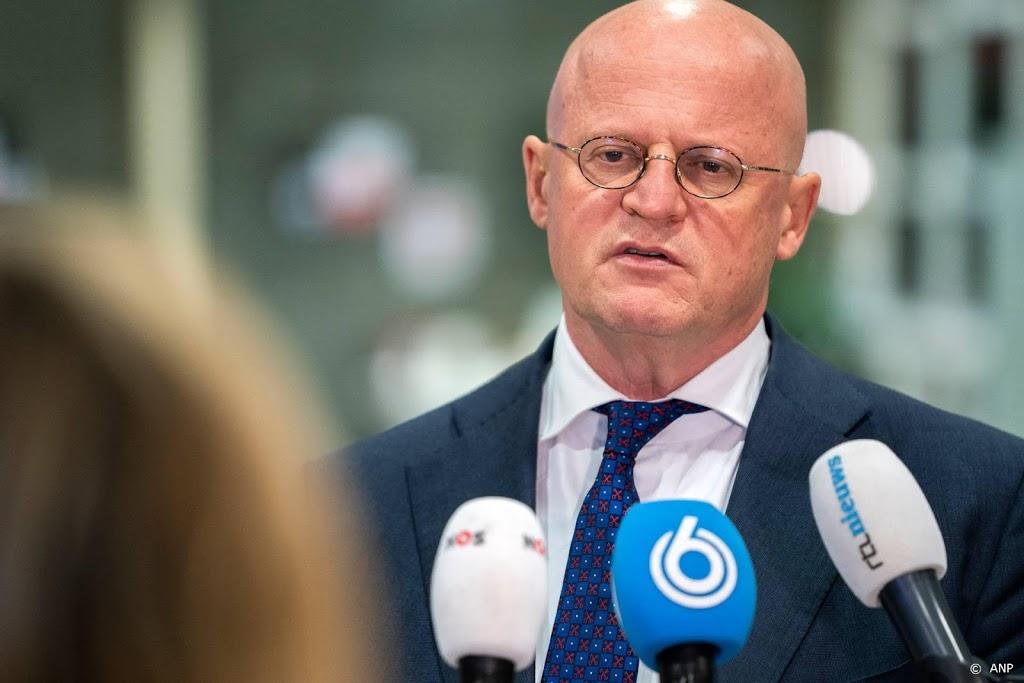 Grapperhaus vraagt Twente: wacht eerst effect pakket af