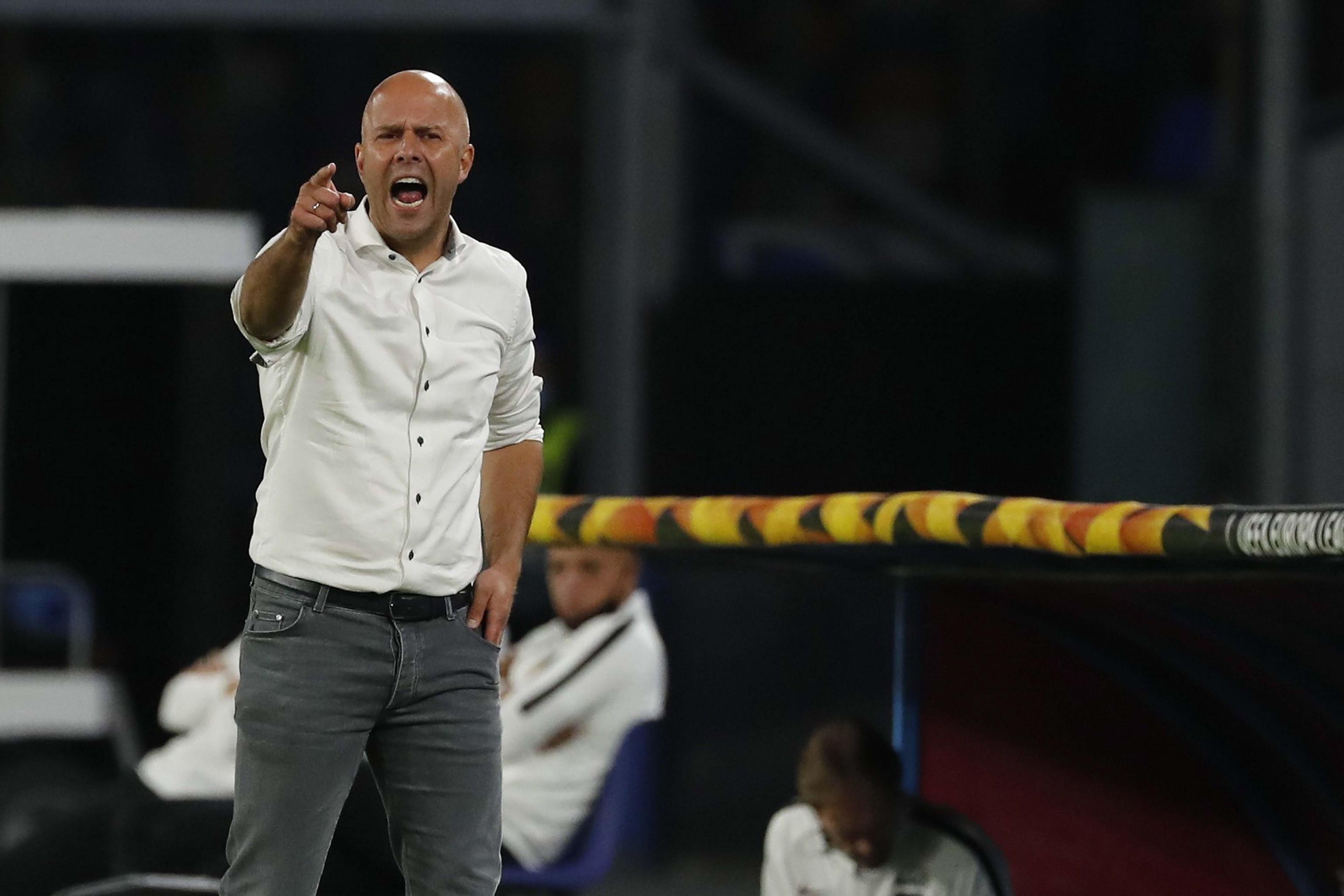 Arne Slot, blij en bezorgd na Napoli-AZ: 'Dat heeft bij mij de angst voor het virus wel vergroot, moet ik zeggen'