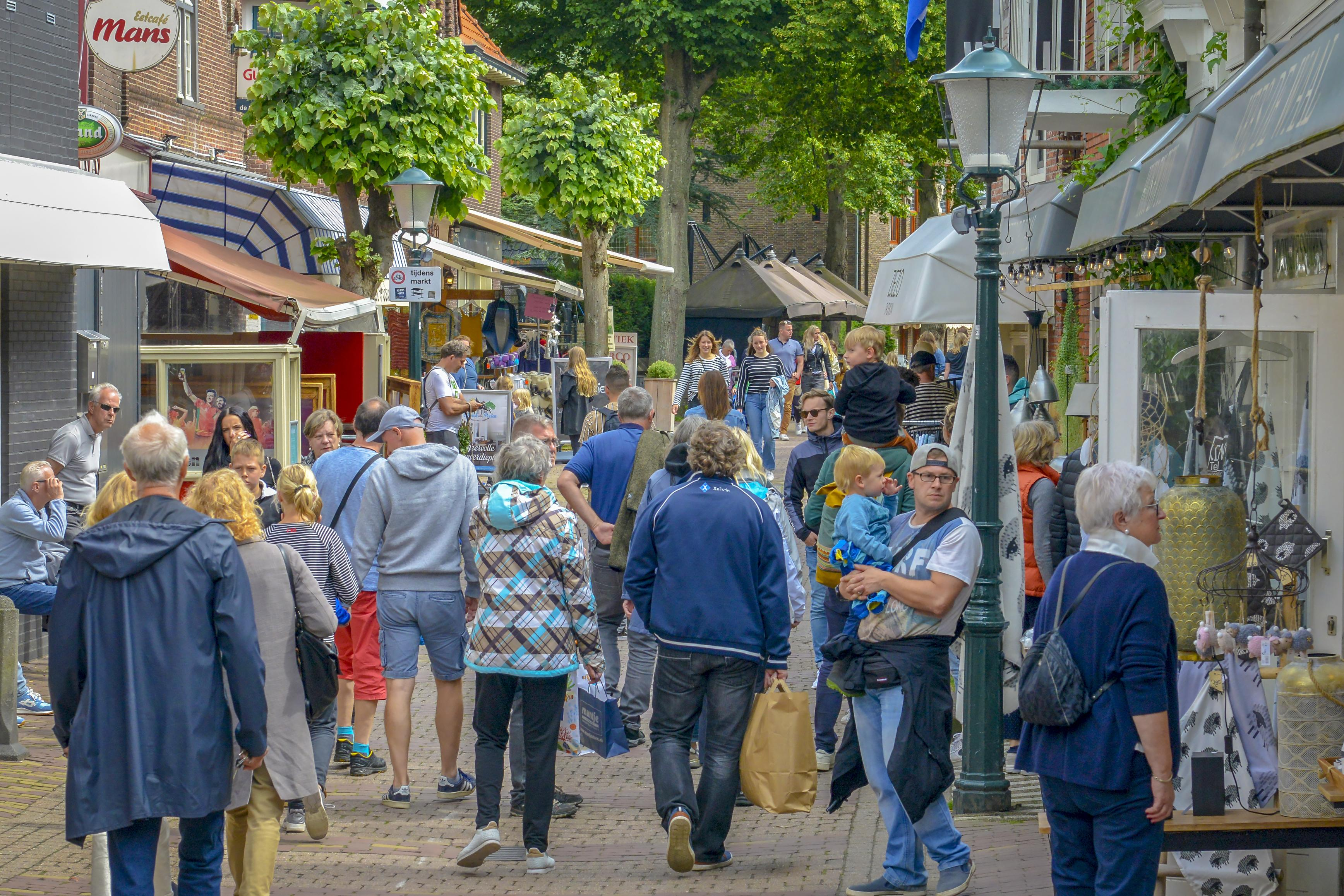 Publiek op Texel wordt slordiger met anderhalve meter afstand. Topdrukte op het eiland: jonger publiek en meer caravans