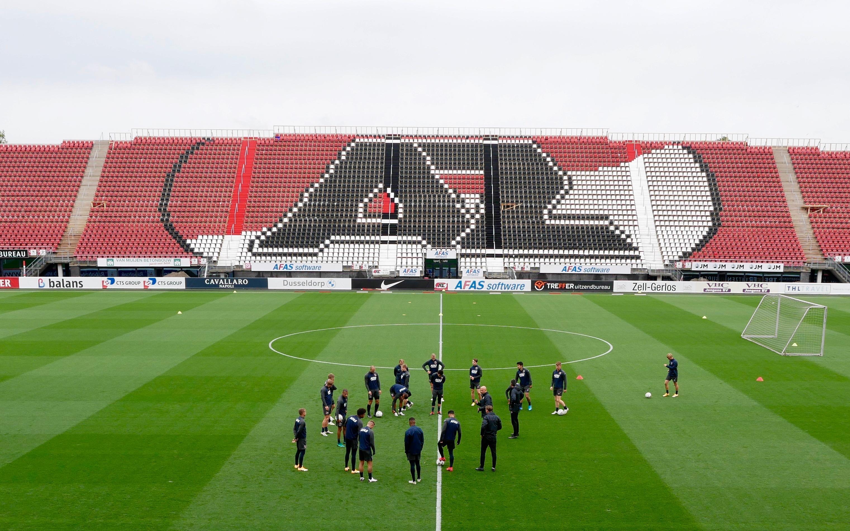 AZ vertrekt naar Napels met twee extra spelers van Jong AZ, onder wie Maxim Gullit