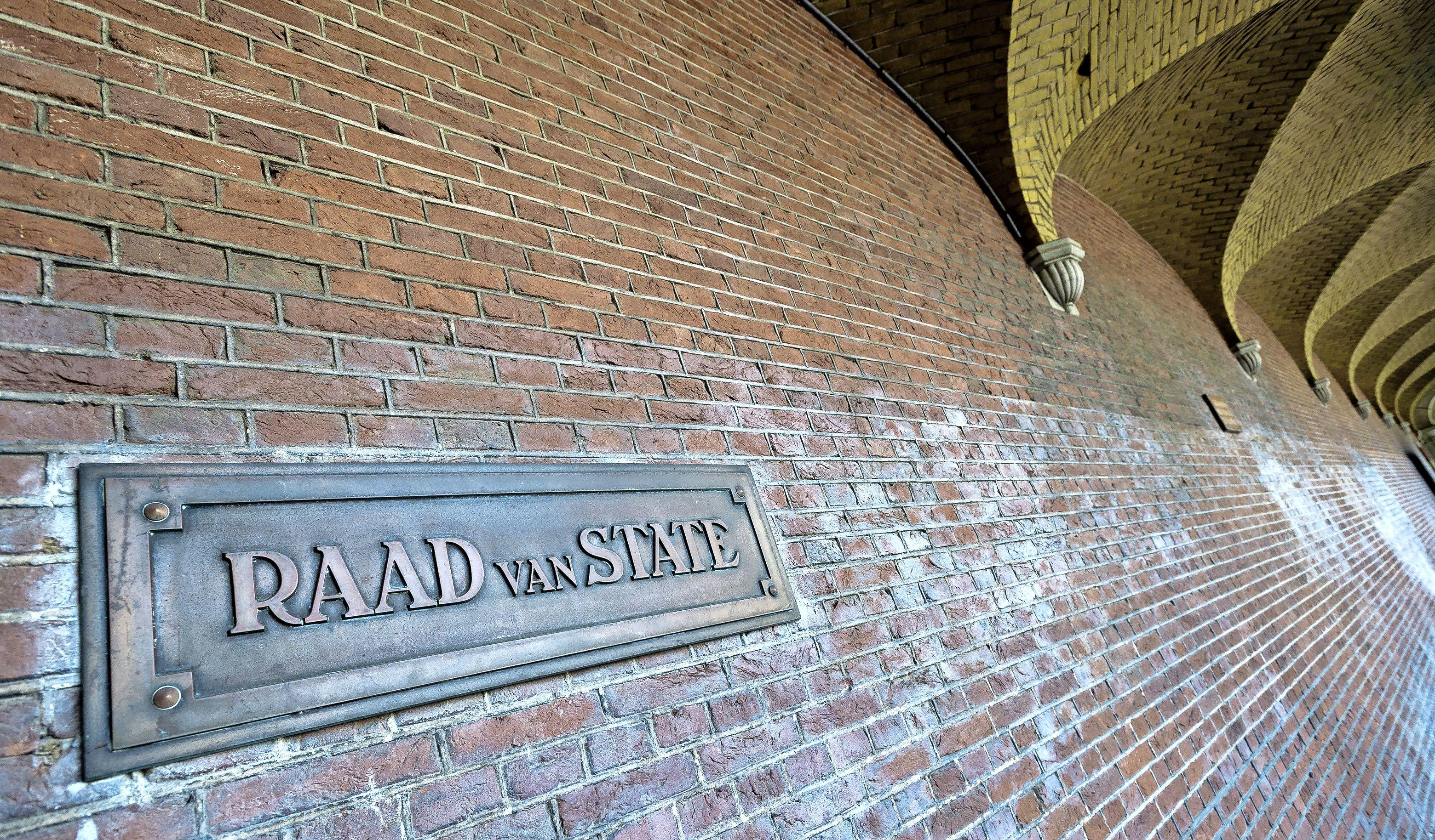 Stal Rieder aan de Goyergracht Noord kan eindelijk verder met sloop en nieuwbouw, al zijn ze wel net met de hakken over de sloot
