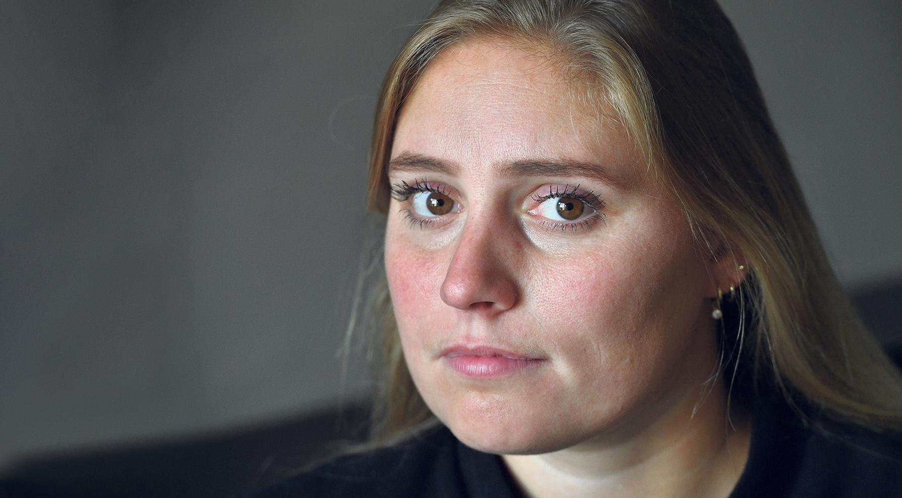 Oud-turnster Stephanie Tijmes treedt uit de anonimiteit en mengt zich in debat over turnmisbruik: 'De ellende die wij hebben moeten doorstaan, is heel veel turnsters overkomen'