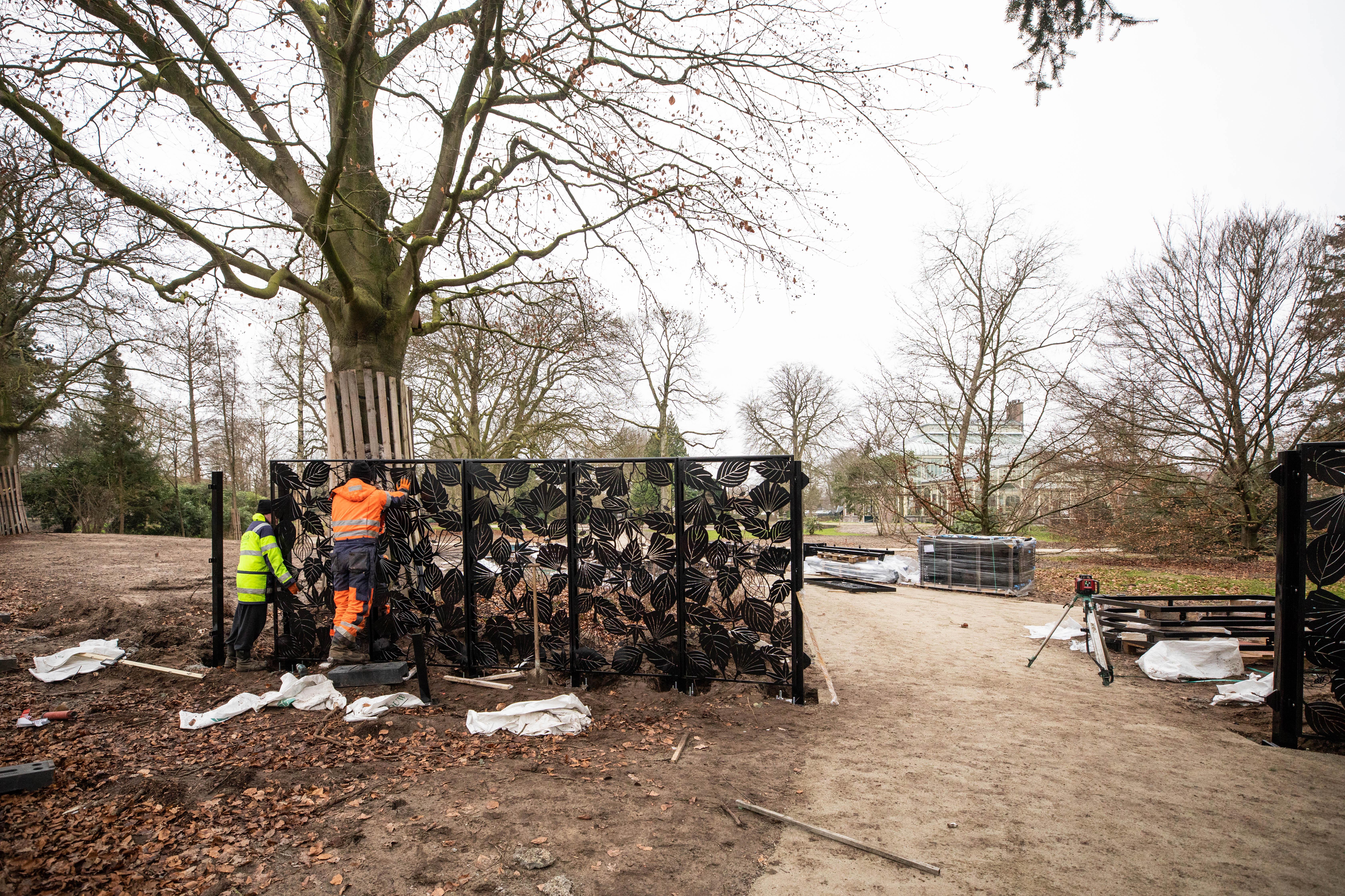 Artistiek vormgegeven 'bladerhek' markeert nieuwe hoofdentree van Baarns Cantonspark