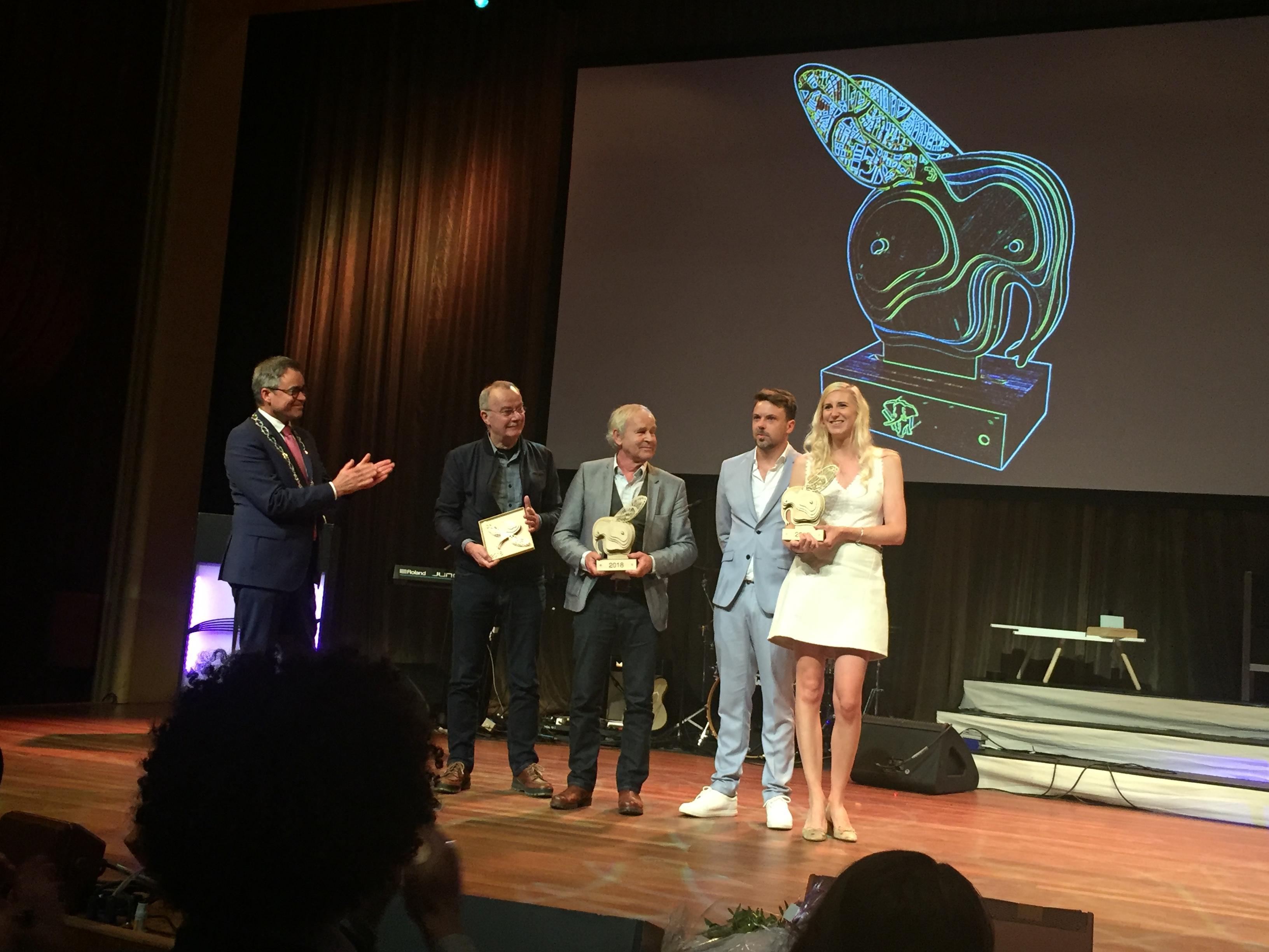 Sjoerd Buisman, Eline Schmidt, Koen van der Wel en Frans Lommerse winnaars Olifant