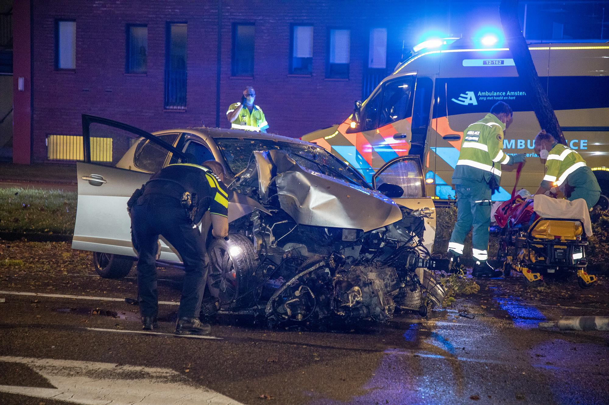 Twee gewonden bij zwaar ongeluk in Heemstede, politie vindt lachgas tank