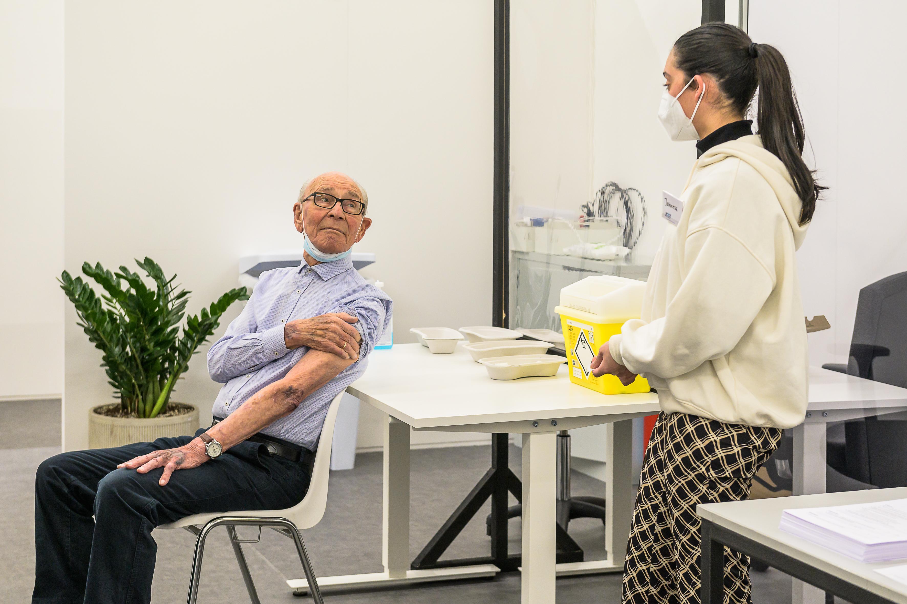 'Ouderen in verzorgingshuizen uiterlijk 6 maart eerste prik', hoe verloopt het vaccineren tot nu toe in Zaanstreek en Waterland?