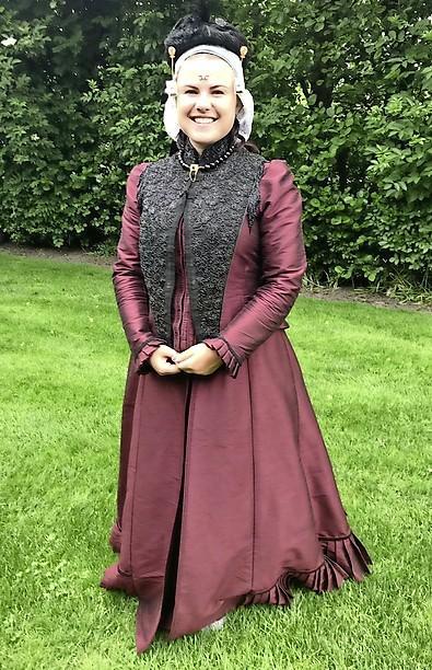 Wie volgt Miss Folklore Inge op?