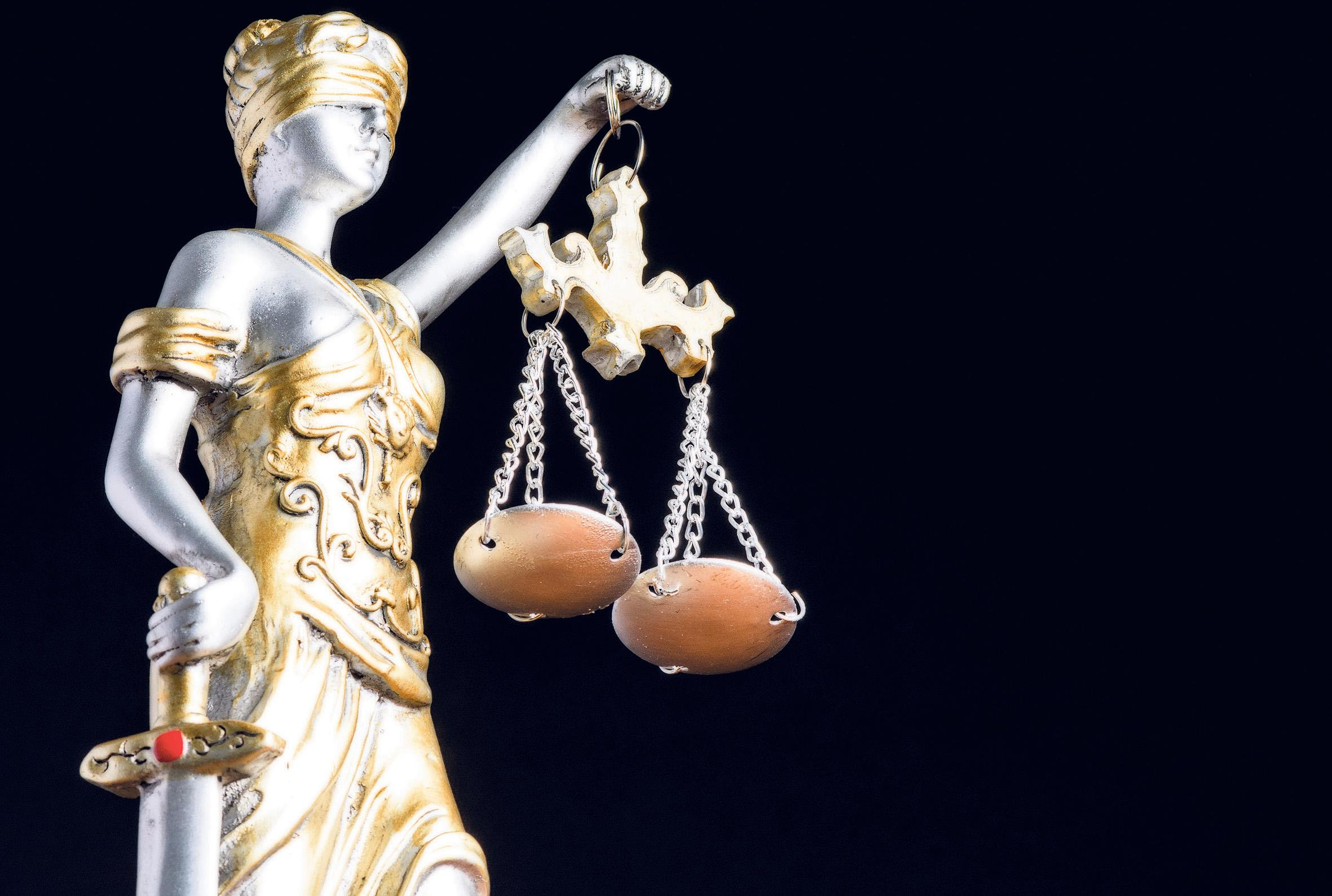 'Ik zie dat dit gezin de gelederen sluit', aanklaagster vraagt om vrijspraak voor vader die verdacht wordt van steken dochter, maar het zit haar niet lekker
