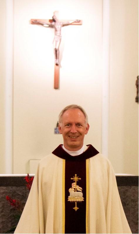 Kapelaan Bertrand van Paassen na een half jaar alsnog gepresenteerd in Roelofarendsveen